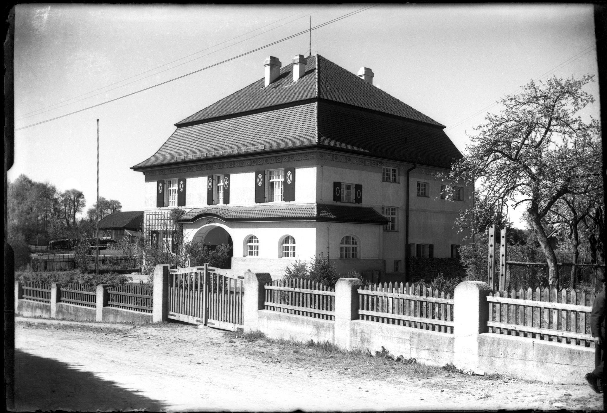 Schulhaus (Rathaus) Pöcking, Foto um 1930