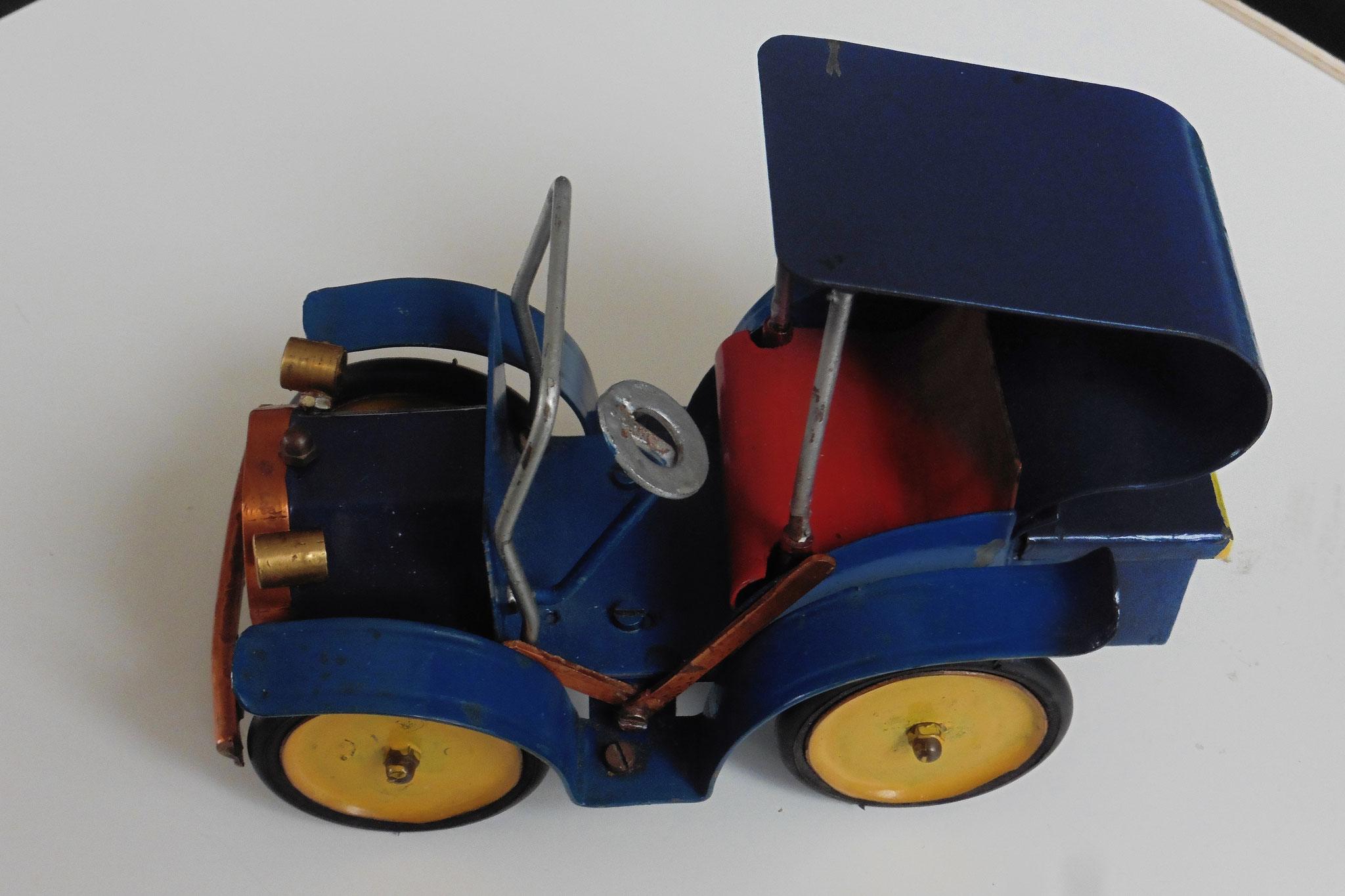 Handgefertigtes Spielzeugauto 1940er Jahre