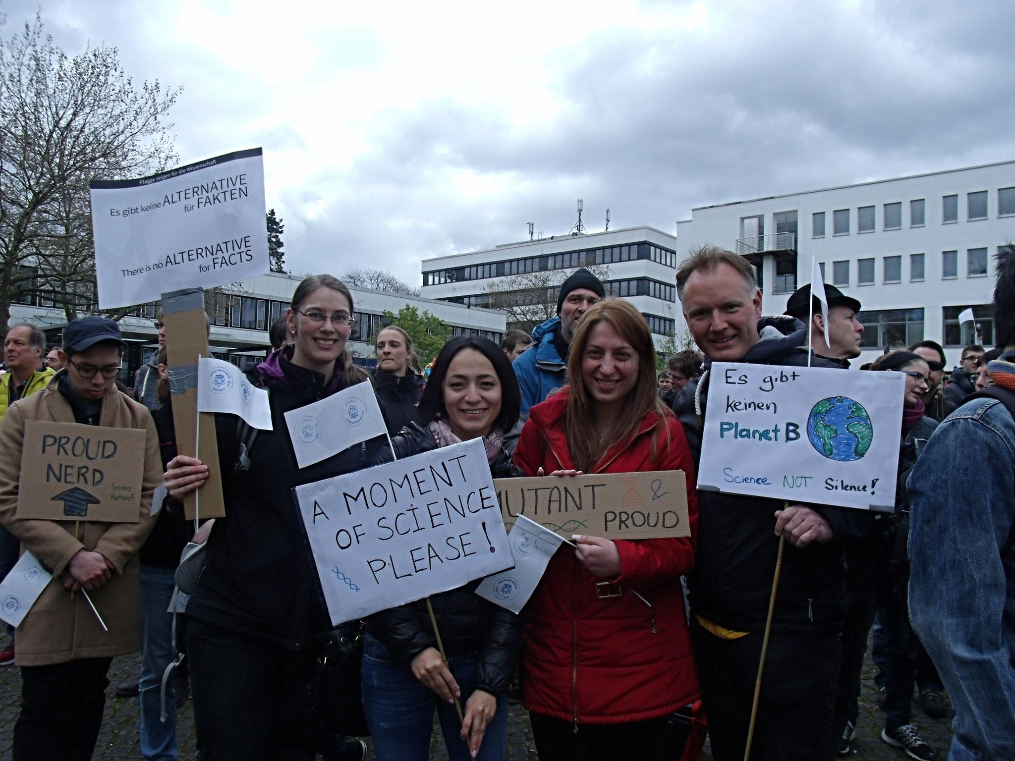 Wissenschaftler und Studierende marschieren für die Freiheit der Forschung. Foto: Hatice Karakus