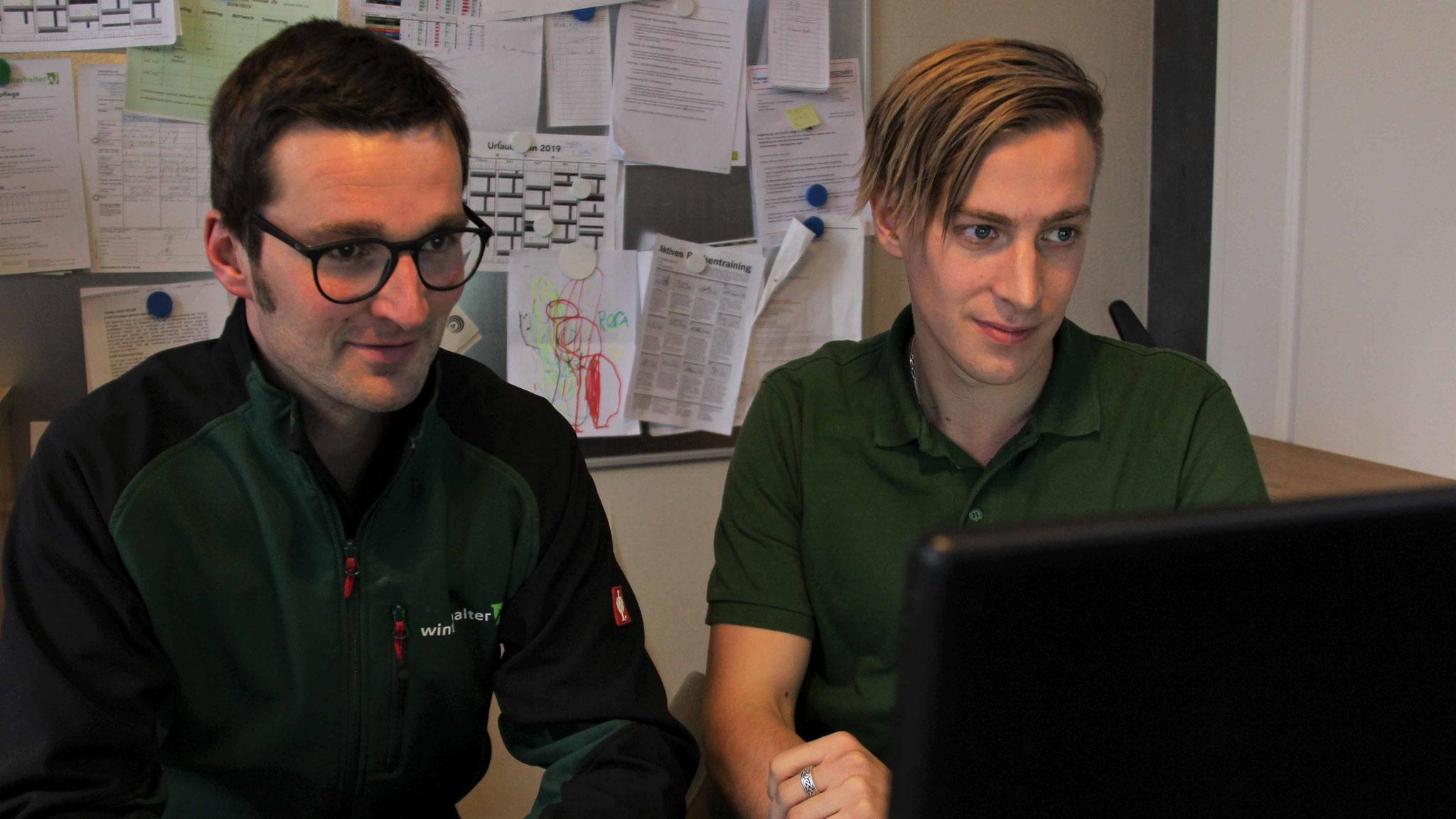 Gregor Winterhalter (l.) und Thomas Lösing zeigen, wie auch kleine Betriebe die Möglichkeiten der Digitalisierung nutzen können.