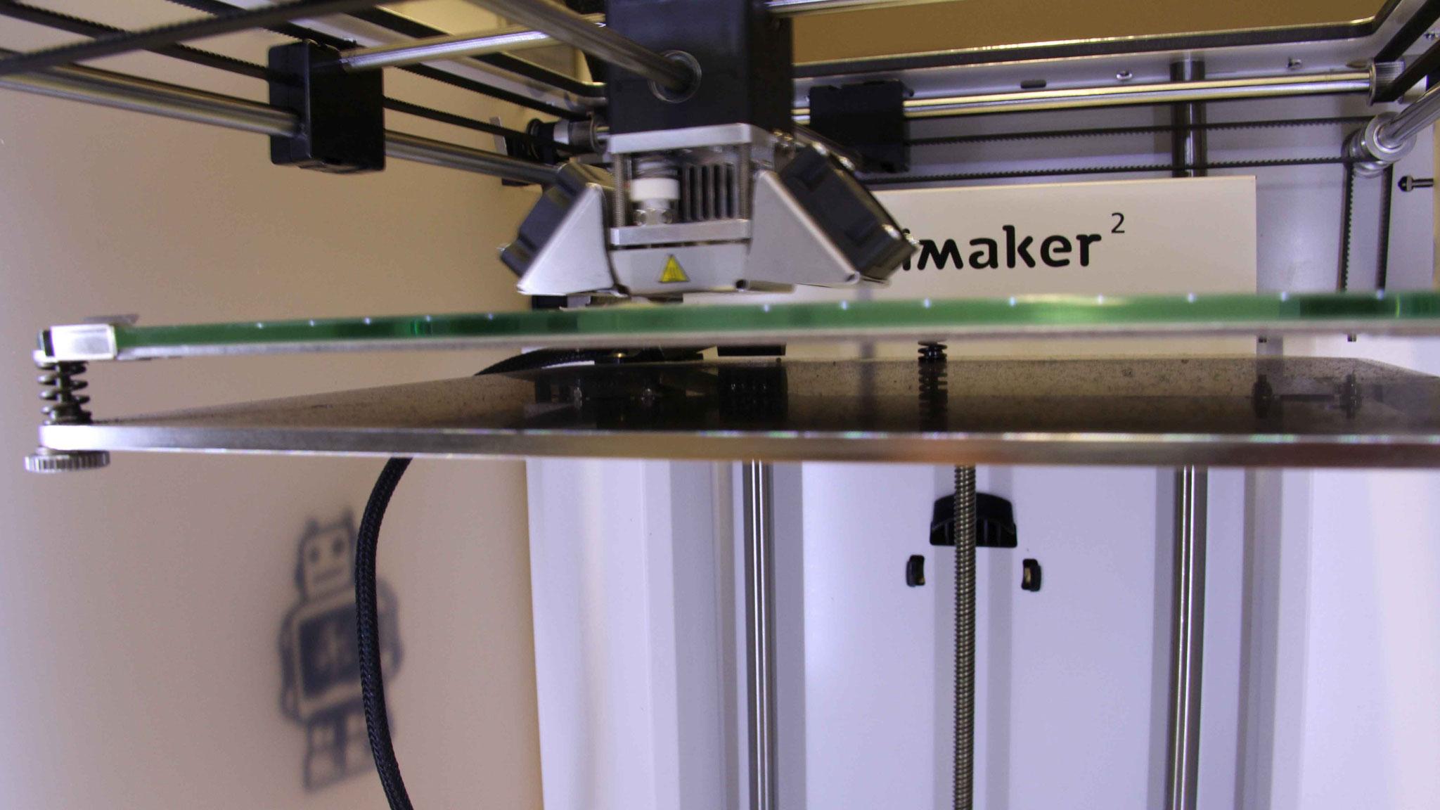 Ebene für Ebene druckt der 3D-Drucker das Modell aus