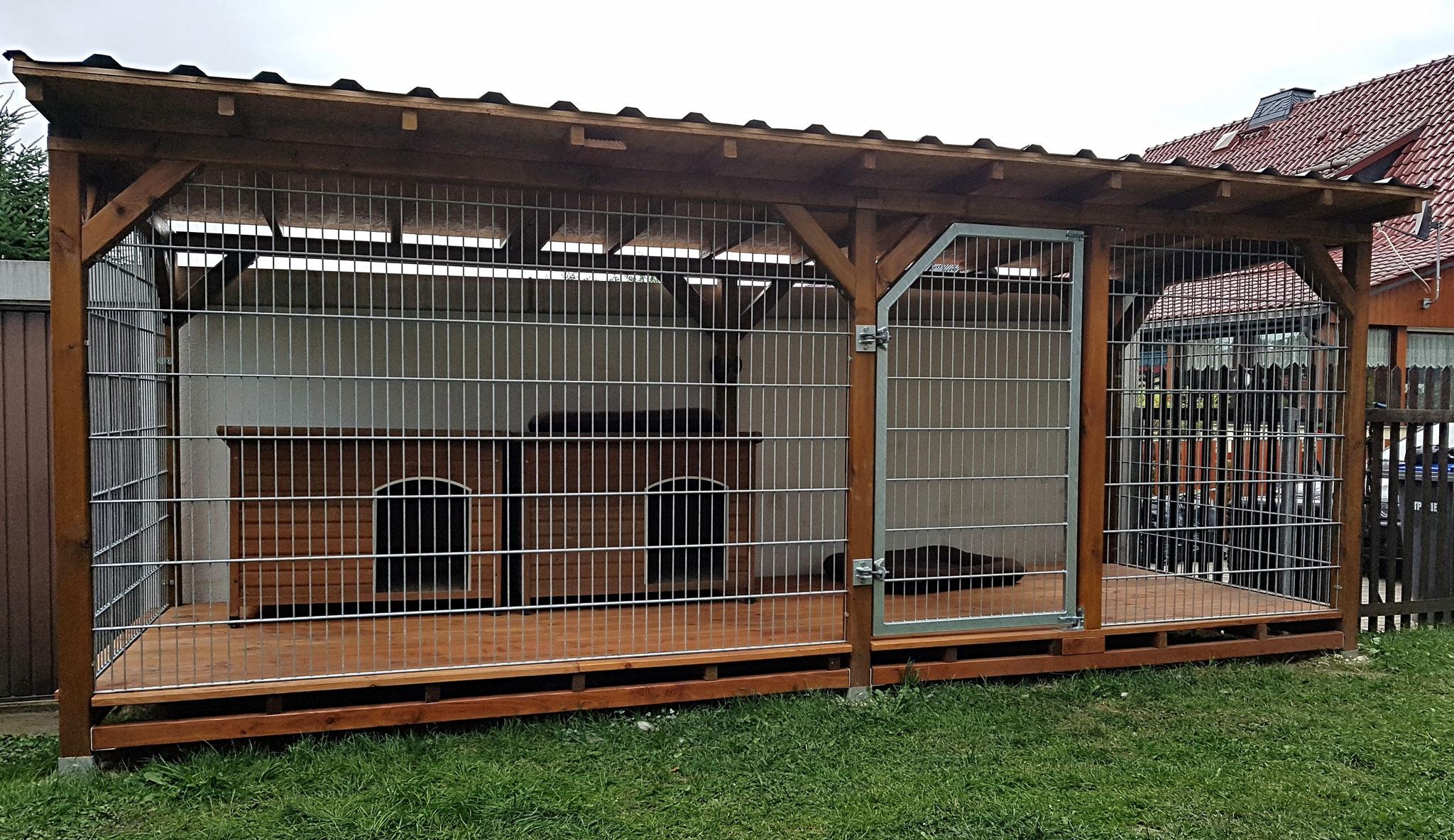 Terrasse wurde zu Hundezwinger mittels Doppelstabmatten