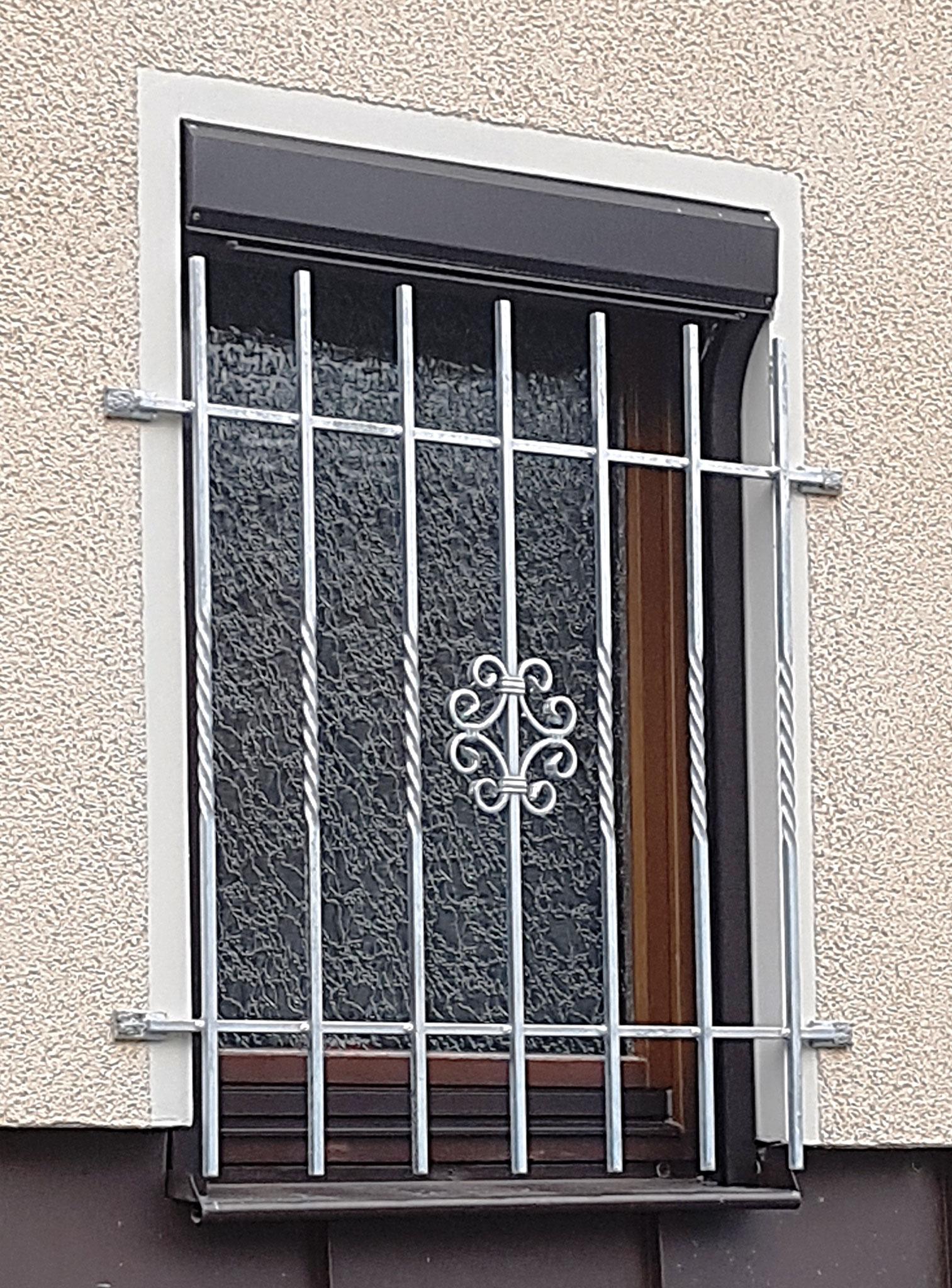 Fenstergitter Schmiedeeisen mit Zierelement