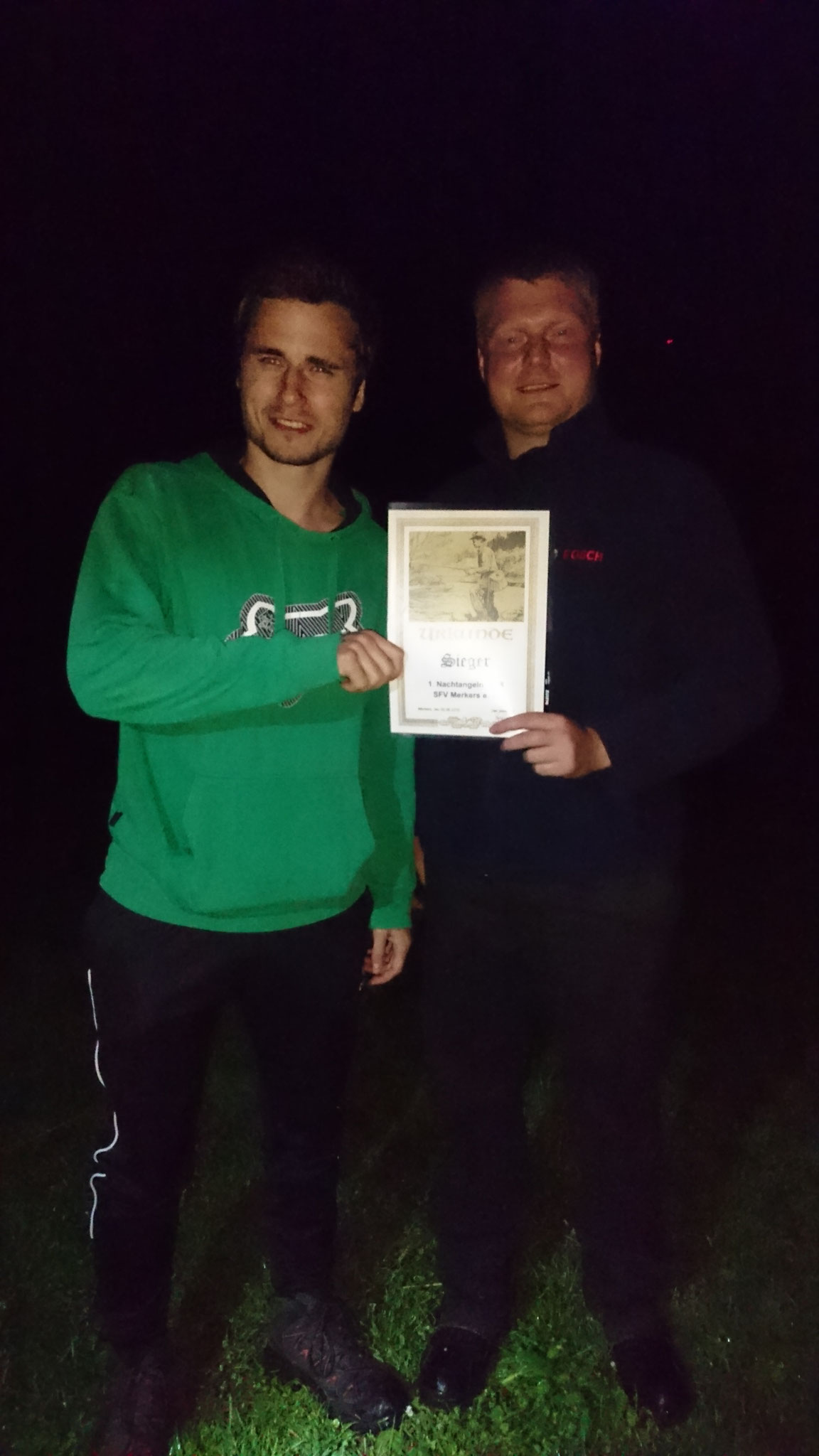 Lucas Narbei war der erfolgreichste Angler des Abends und wurde mit einer Urkunde ausgezeichnet.