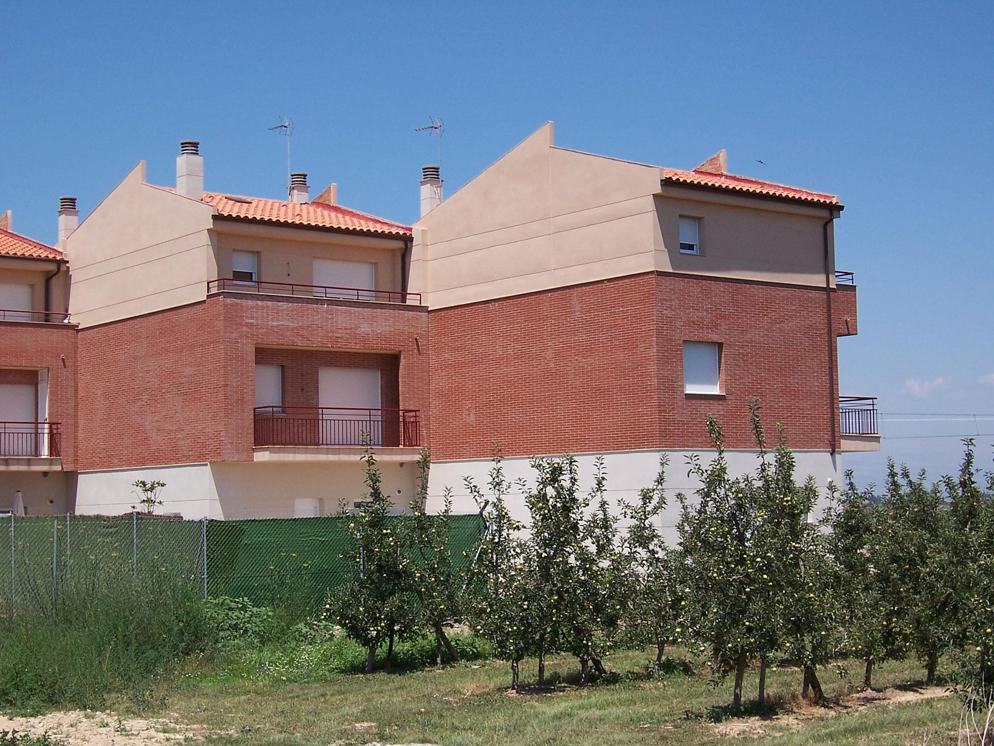 30 Casas unifamiliares adosadas. 20 VPO (Miralcamp - Lleida) Gestión de Promoción