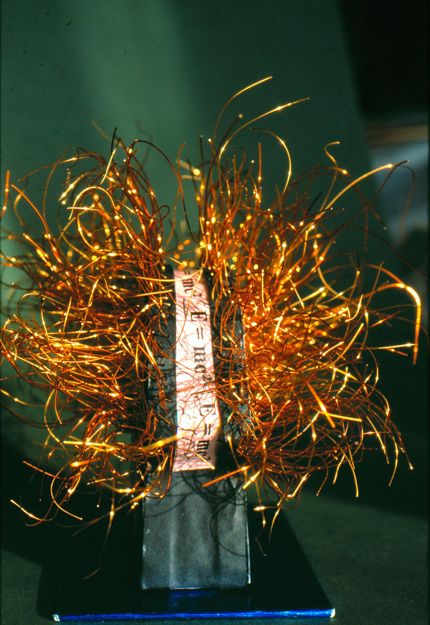 Albertissimo   (20x2020cm)*   Seitenansicht  E=mc2