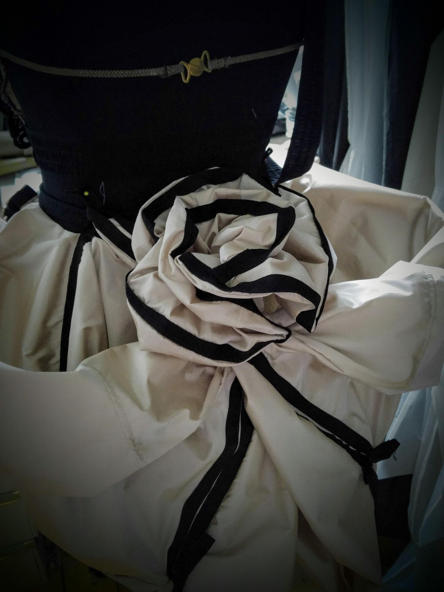 Detail für Bühnen-Outfit von Mdlle. PARFAIT de La NEIGE ,  Burlesque-Künstlerin , Photo by N.I.L.