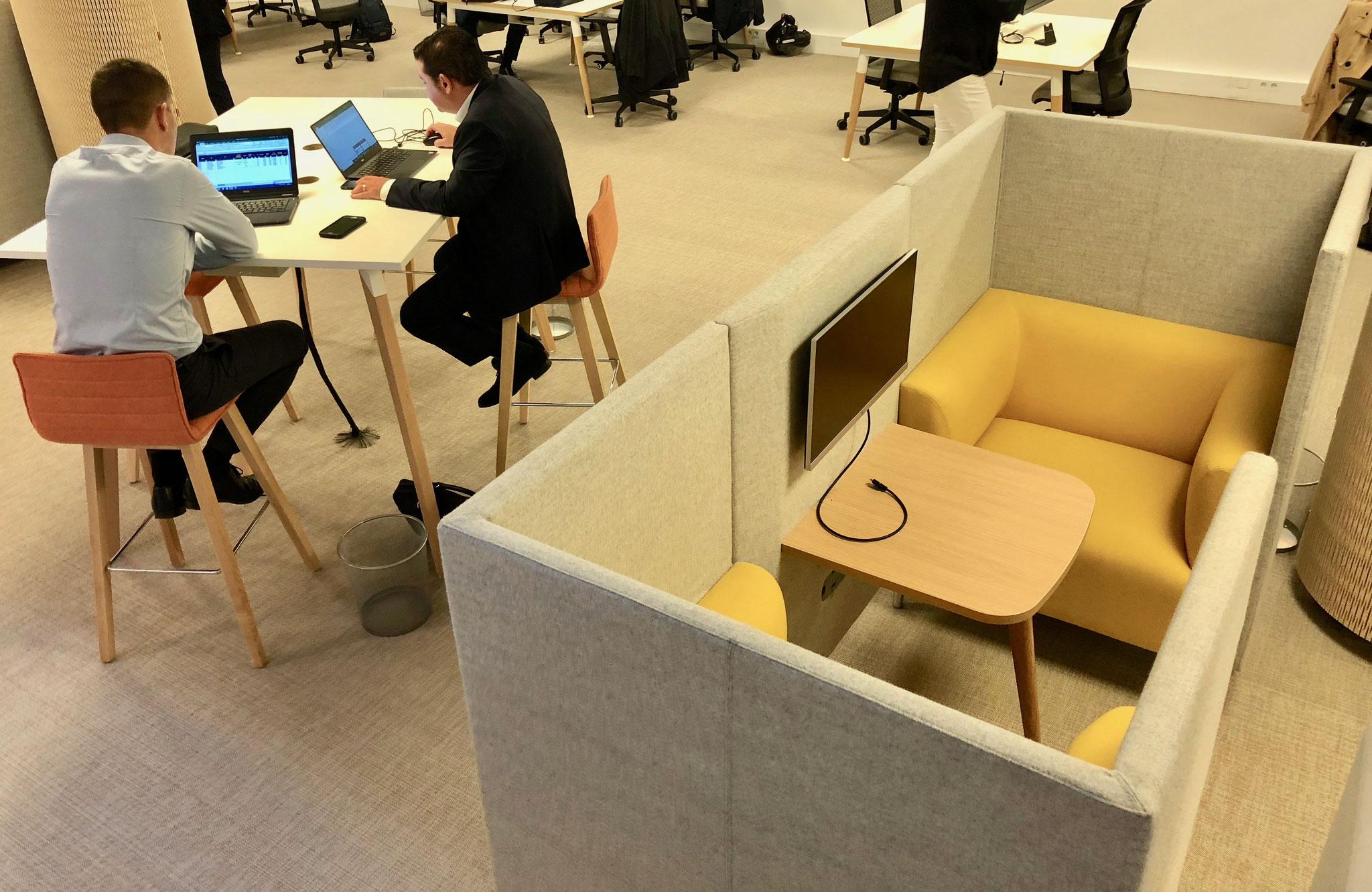 création de différents espaces délimités dans un espace de travail partagé