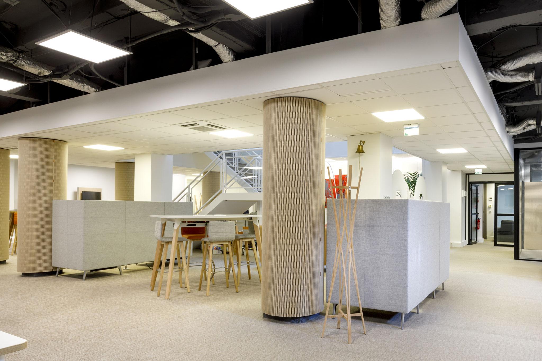 l'harmonie de bois, aux fonctions d'absorption acoustique pour un espace ouvert de co-working