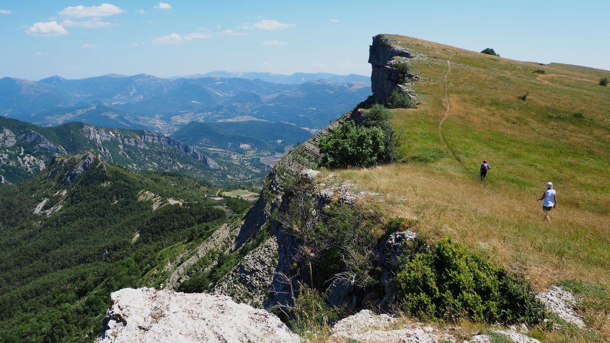 Sur la montagne de Chamouse. Izon Nature : hébergements et table d'hôtes insolites et écoresponsables dans la Drôme provençale, trek dans la Méouge