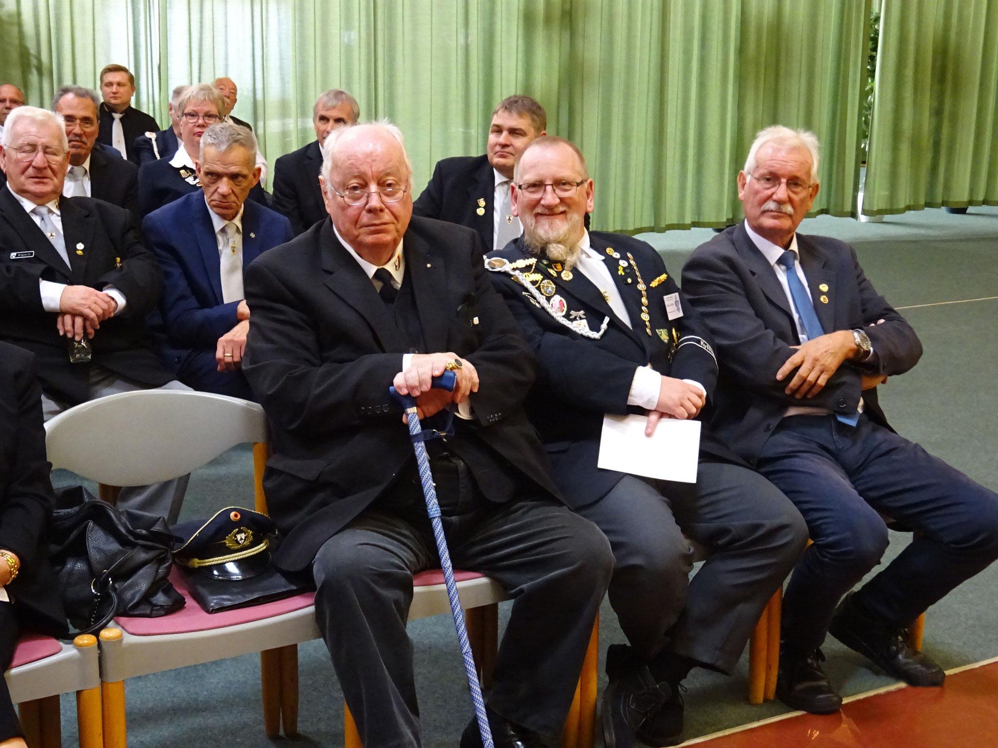 Auch Ehrenpräsident KB Dieter Fischer (li) war anwesend.