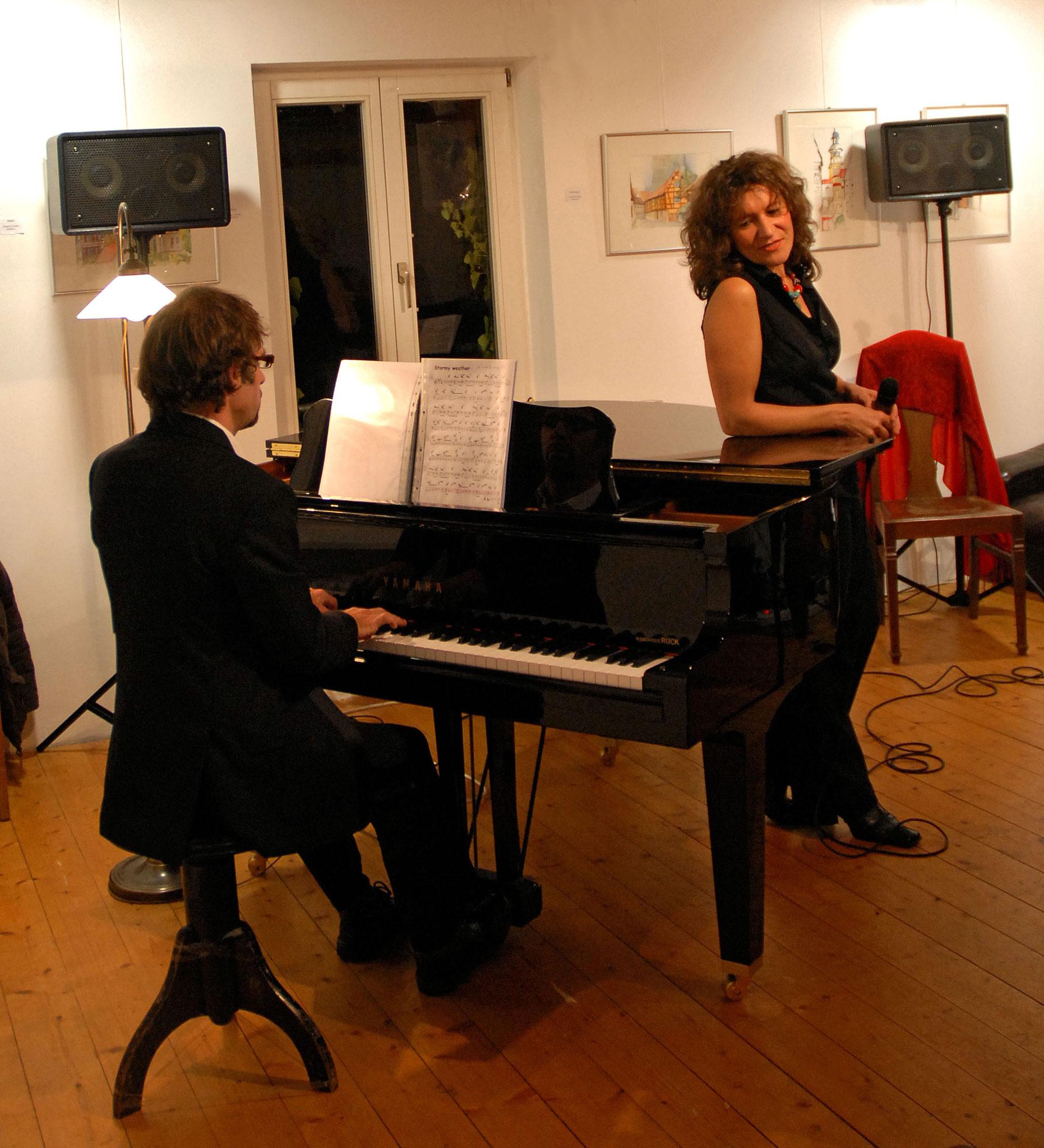 Nov. 2009 Jazz im Café Bernstein, Feucht mit Jockel Peter Streb (p) (Foto Katharina Hubner)
