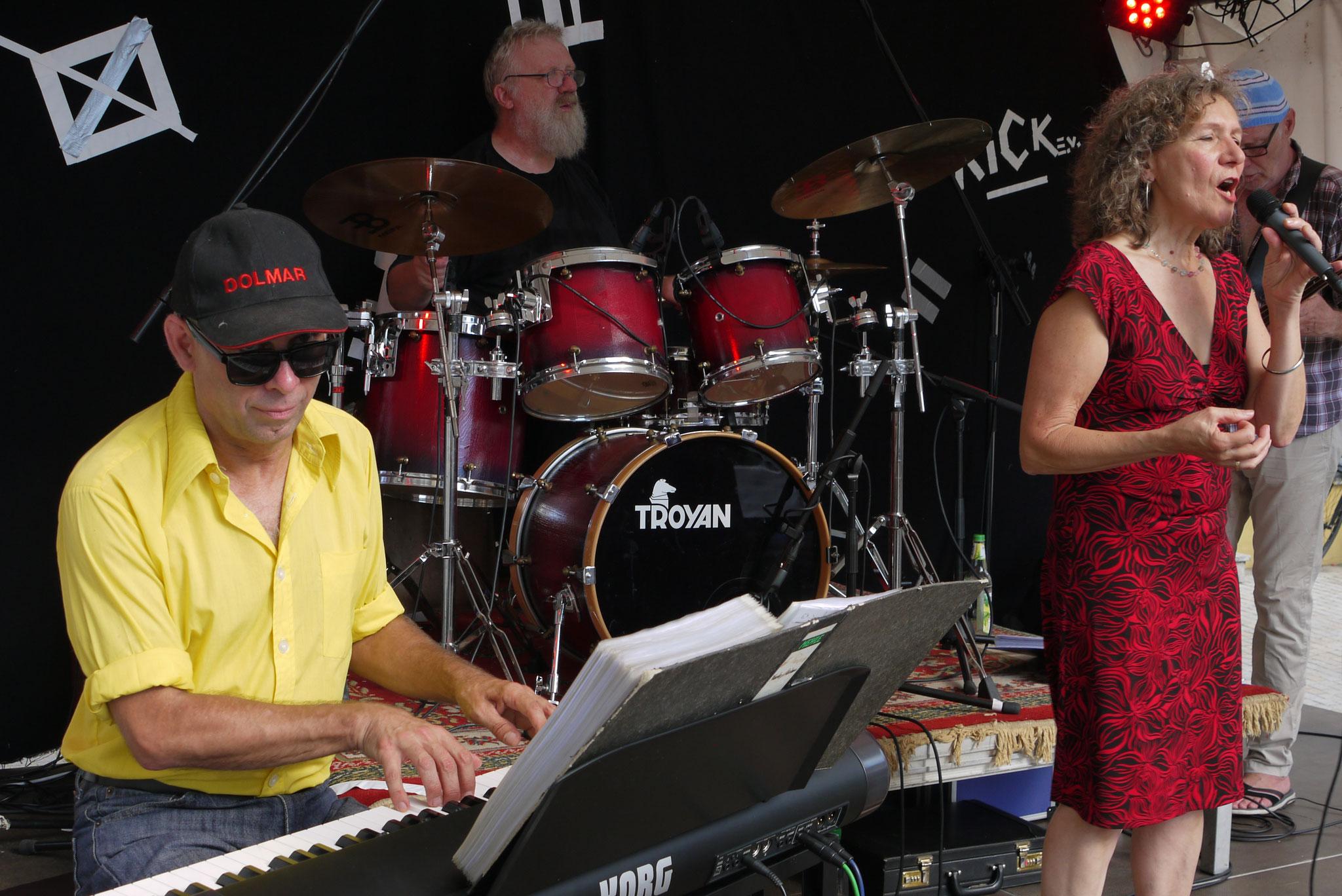 05.08.2018 Jazz auf dem Altstadtfest Hersbruck mit mit Jockel Peter Streb (p), Dieter Feist (b), Uwe Zapala (dr), Georgina