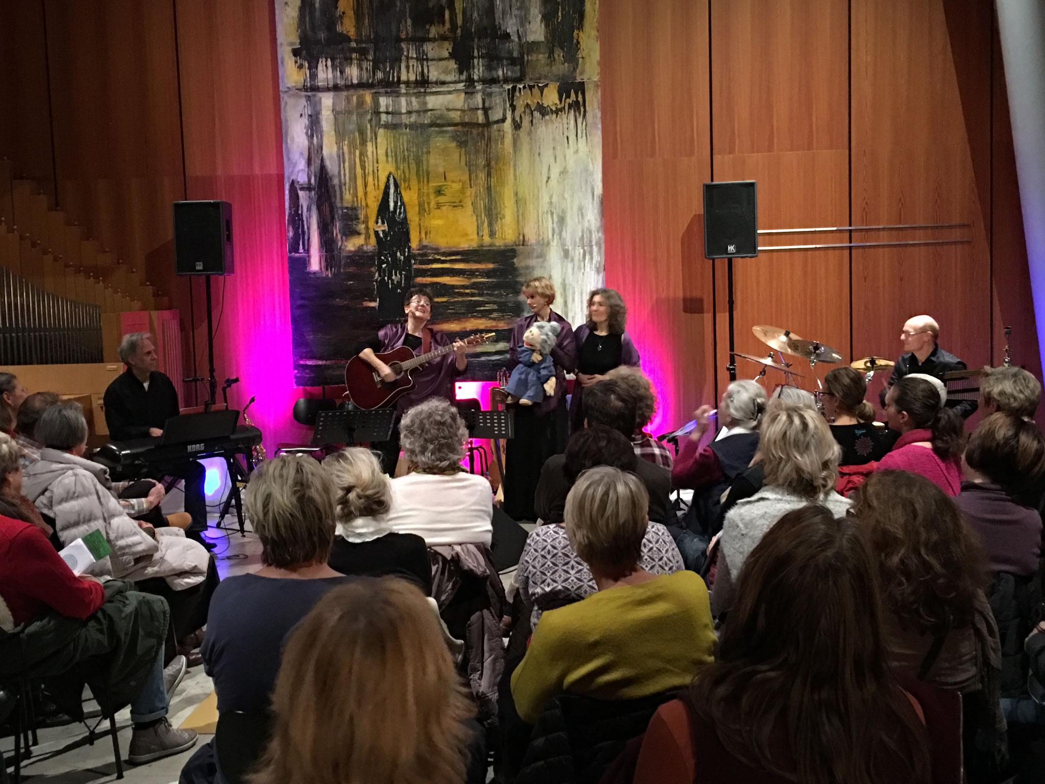 17.11.2017 Konzert für große und kleine Abschiede, Maria-Magdalena-Kirche Rgb.-Burgweinting mit Susanne Goebel, Karin Simon, Michael Wimmer (dr), Jockel Peter Streb (p)