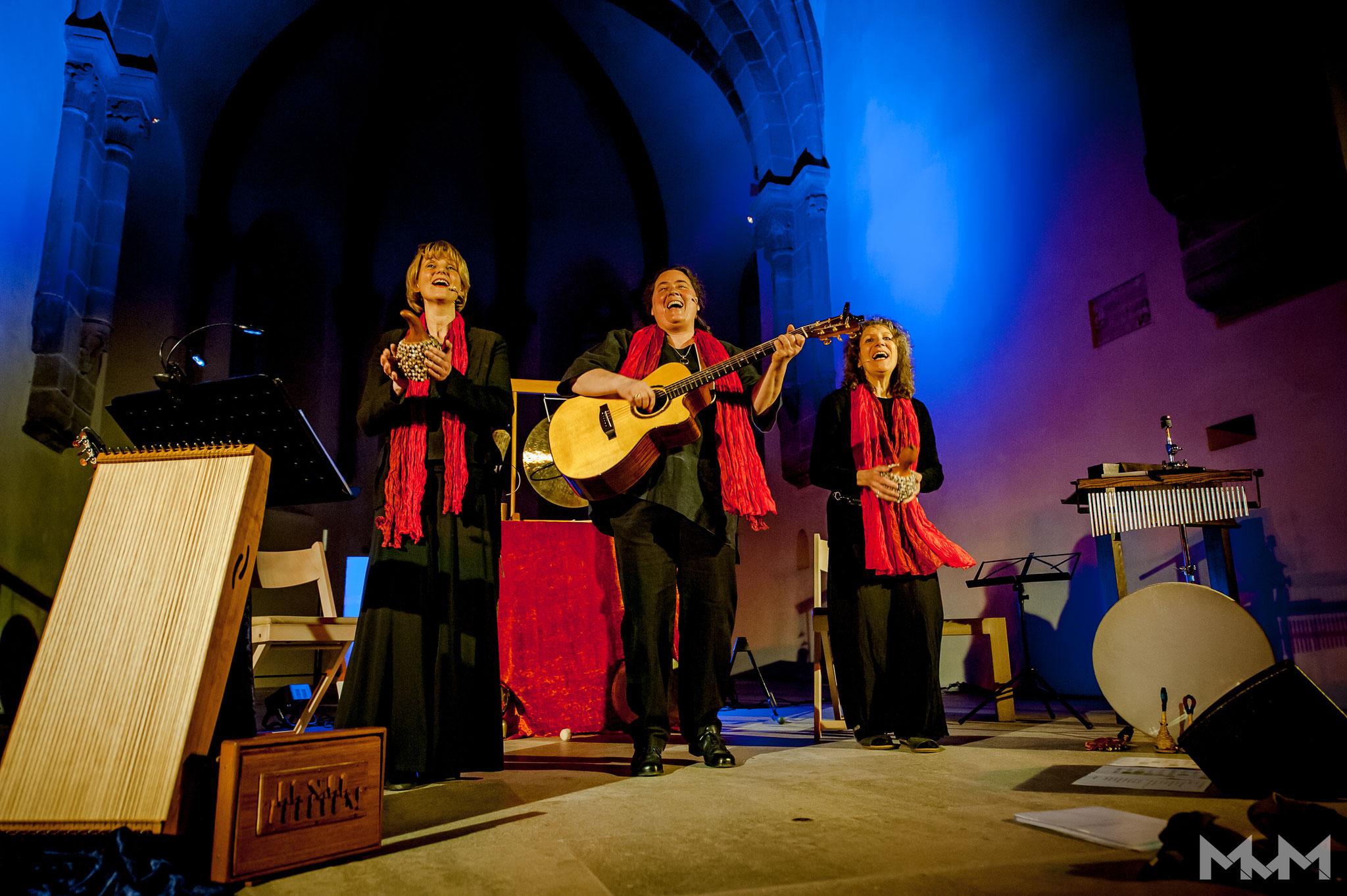 25.03.2017 GIS (Georgina, Iria, Susanne) in der St. Klarakirche, Nürnberg (Foto Martin v. Mendel)