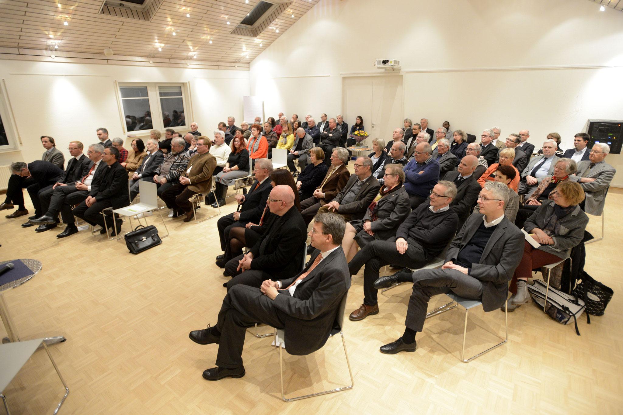 . . . zieht damit das Auditorium in seinem Bann. Bild Copyright Helmut G. Roos