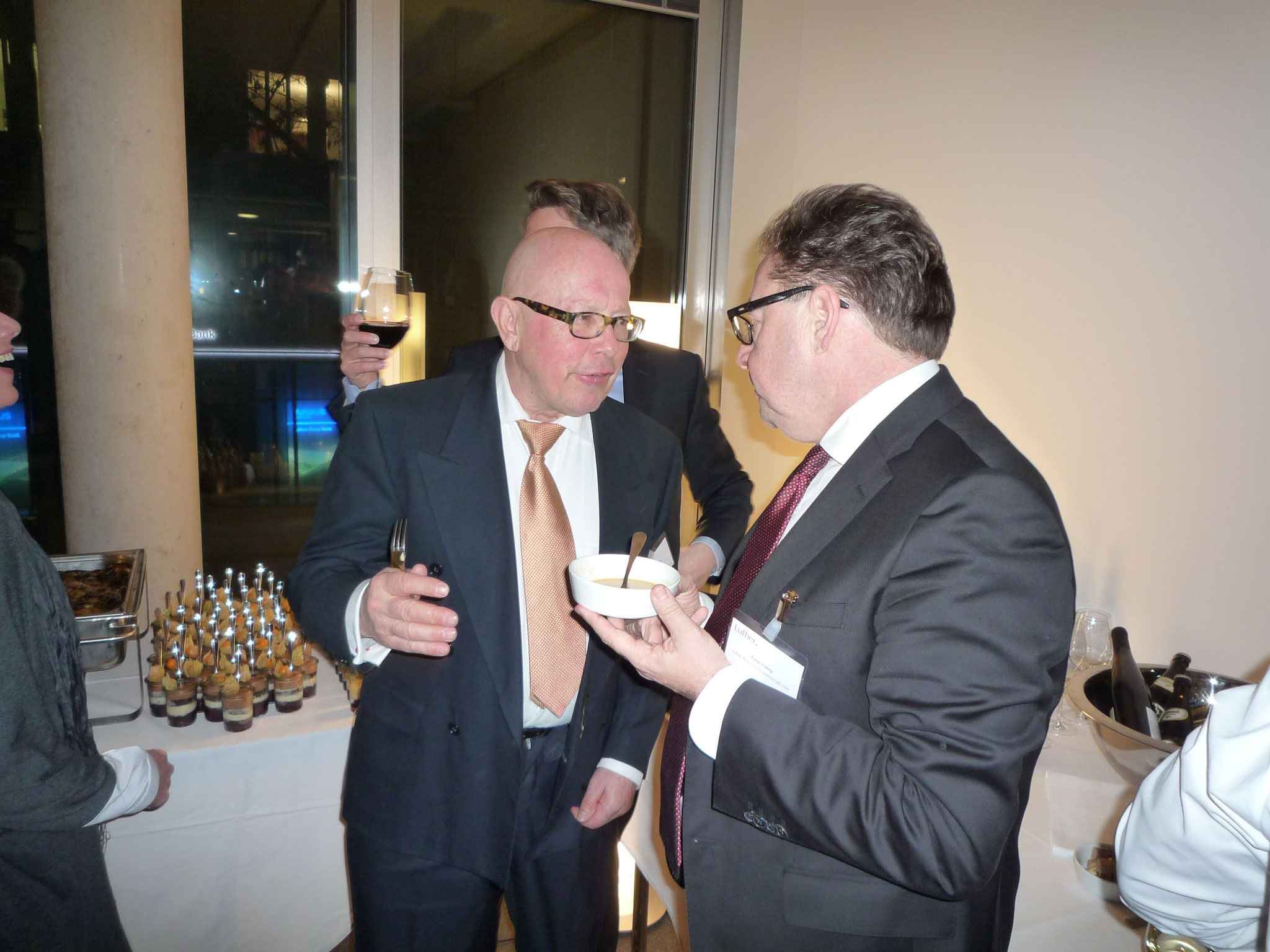 Unser Geschäftsführender Vorstand Dr. Dieter Körner im Gespräch mit einem BRSI Mitglied