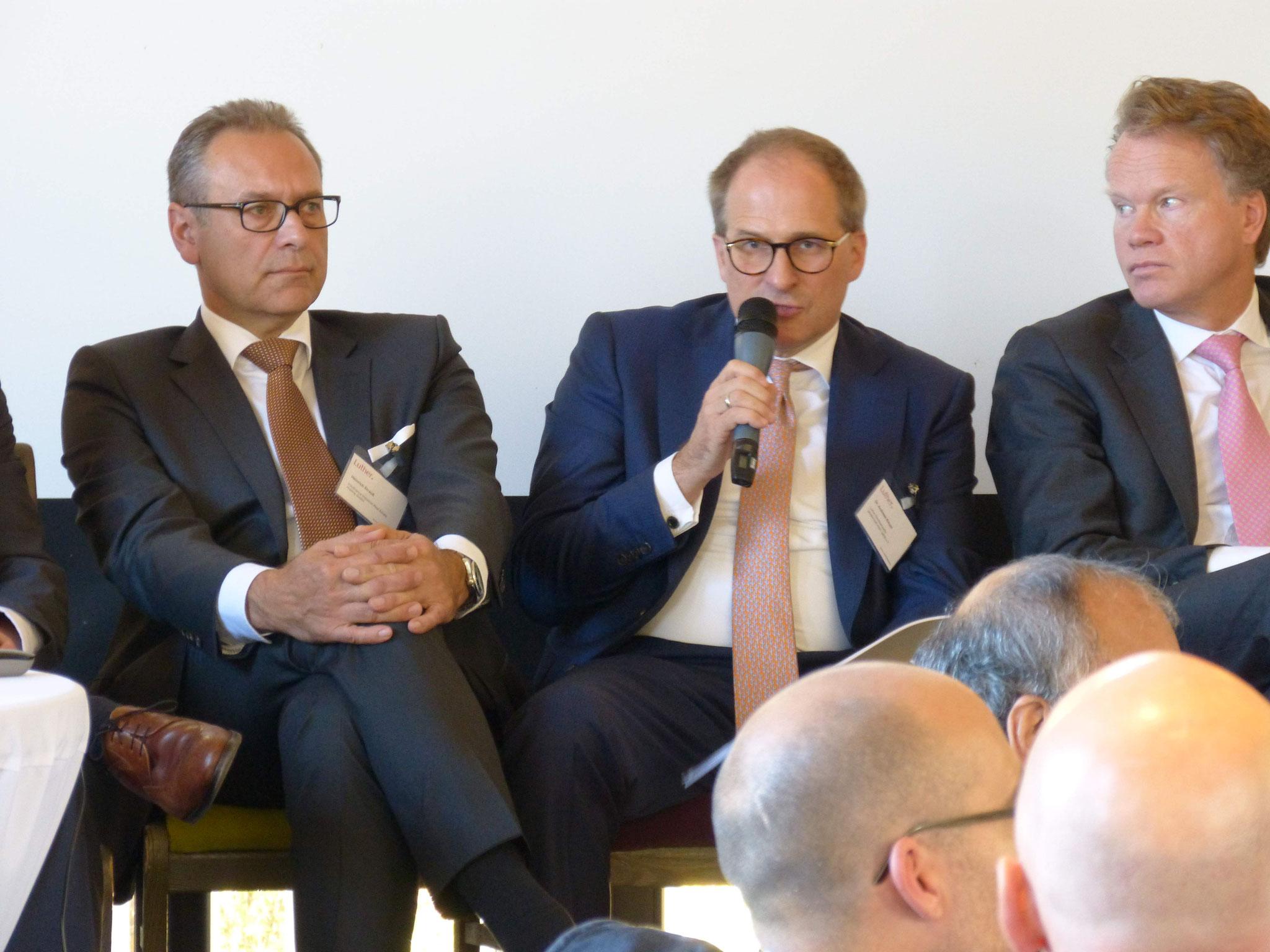 Souveräne Moderation von Dr. Kloyer (Mitte):  Heinrich Strauß (InsofinanceIndustrial Real Estate Holding GmbH), links - Carl-Jan von der Goltz