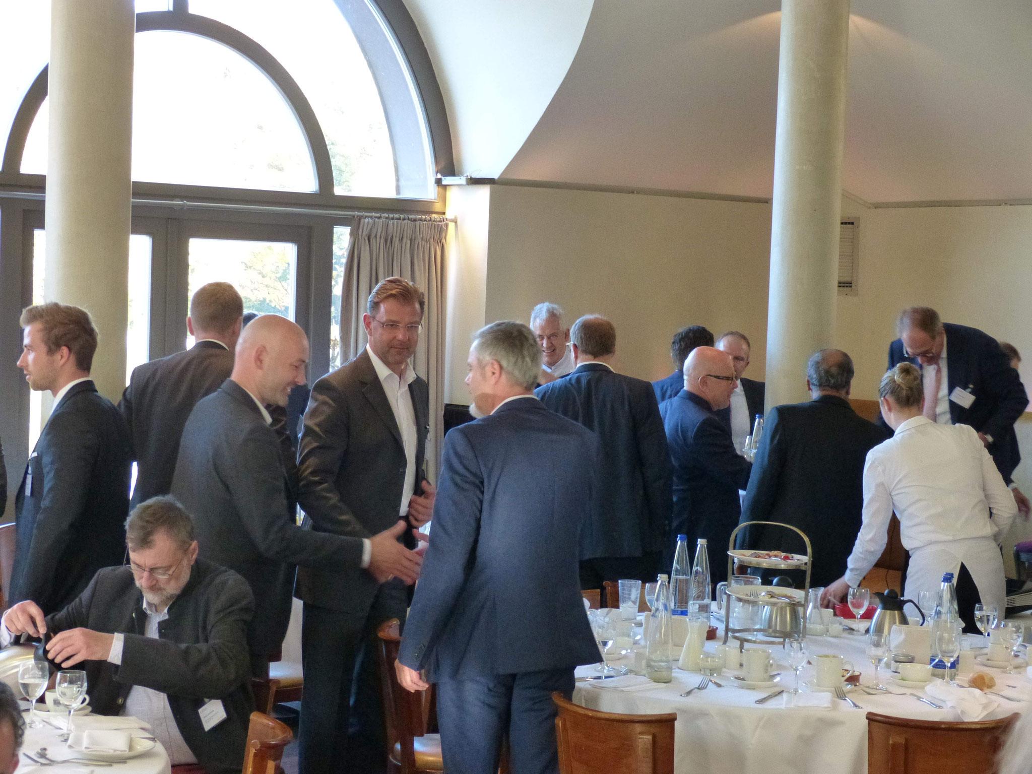 Networking nach der gelungenen Veranstaltung mit 130 Anmeldungen