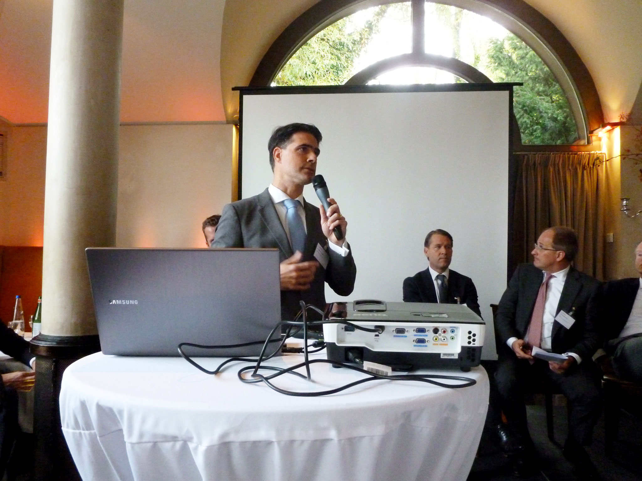 Dr. Markus Geiger - KARTESIA Advisor LLP, präsentiert Finanzierungslösungen für den Turnaround