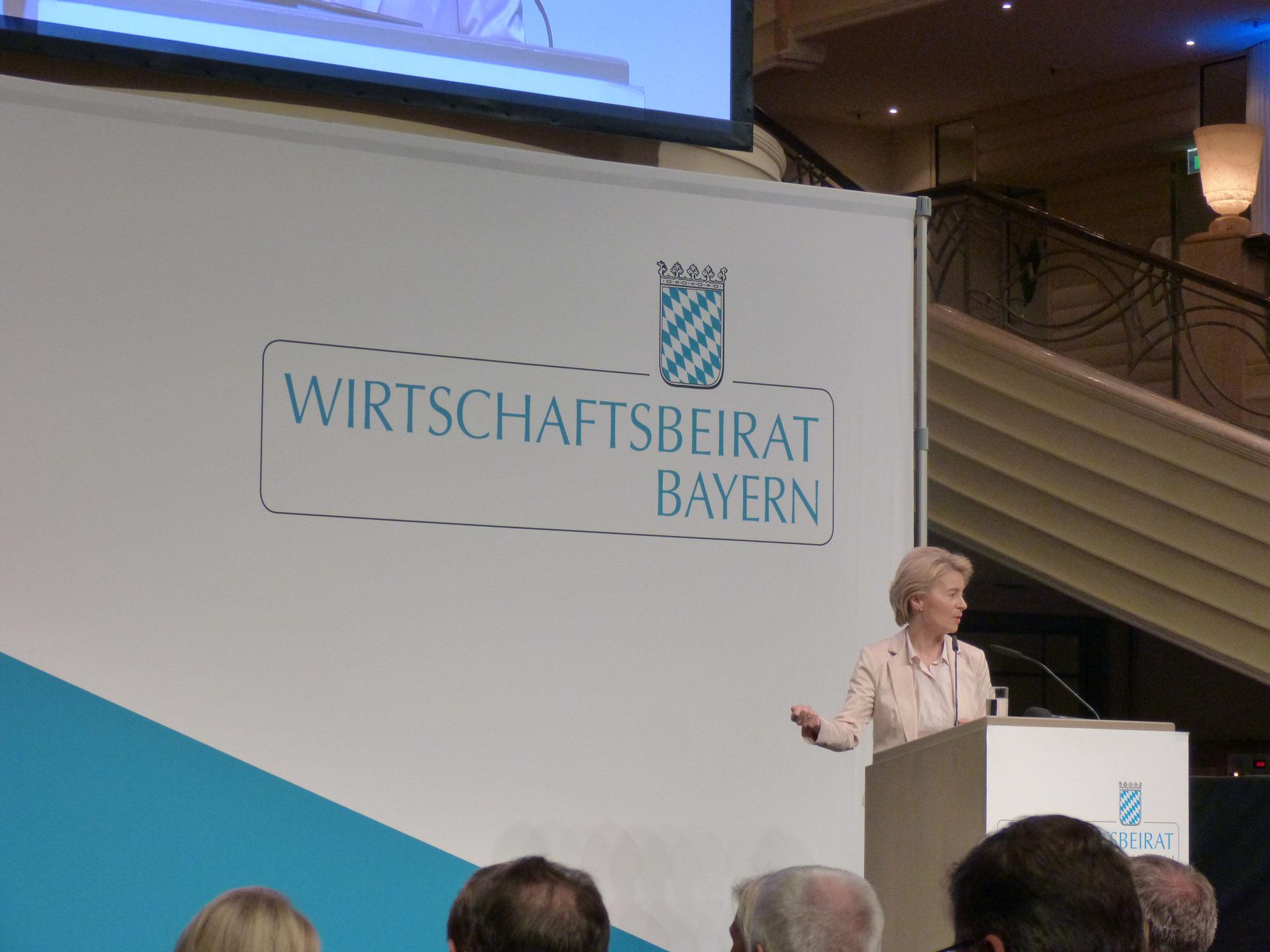 Frau Dr. Ursula von der Leyen begrüßt die Mitglieder des Wirtschaftsbeirates der Union