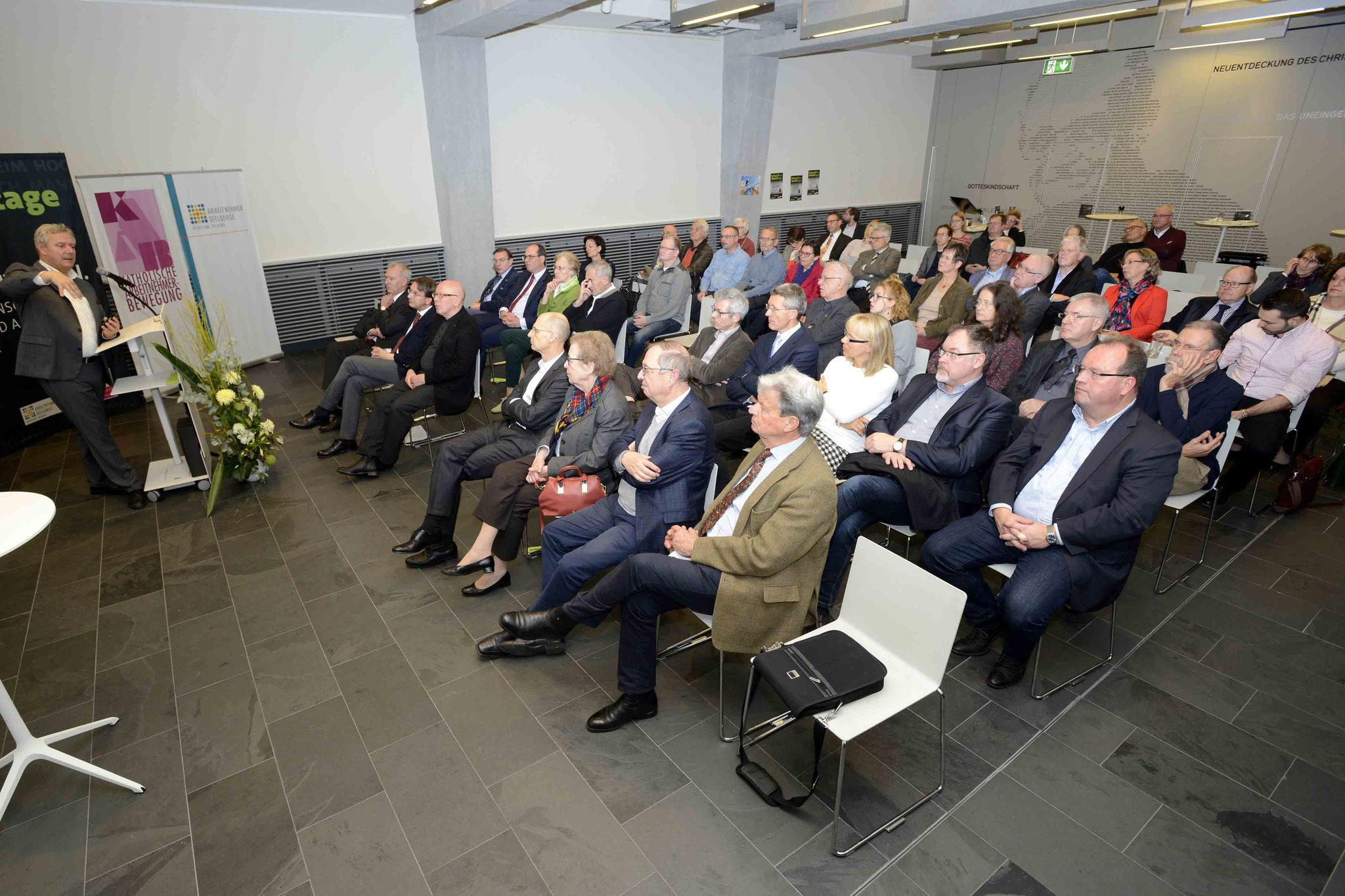 v.l. n.r. Prof. Dr. Braun, R. Kininger mit Frau, Dr. Hausotter, Körner, Gröpl, Christoph Reifferscheid (Präsident Bildungszentrum der Bundeswehr), Bild: Copyright by Helmut G. Roos