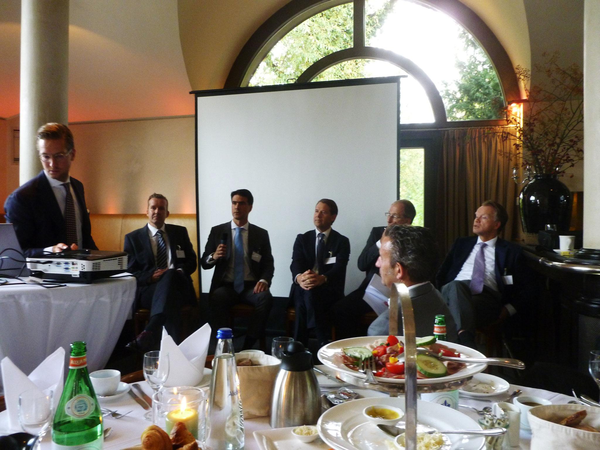Paneldiskussion: von links Sebastian Seibold - Maturus Finance, Peter Klaus - Eurofactor,  Dr. Markus Geiger - Kartesia Advisor LLP, Dr. Daniel C. Heine - Patrimonium, Dr. Andreas Kloyer - BRSI,  LUTHER RA, Carl-Jan von der Goltz - Maturus Finance