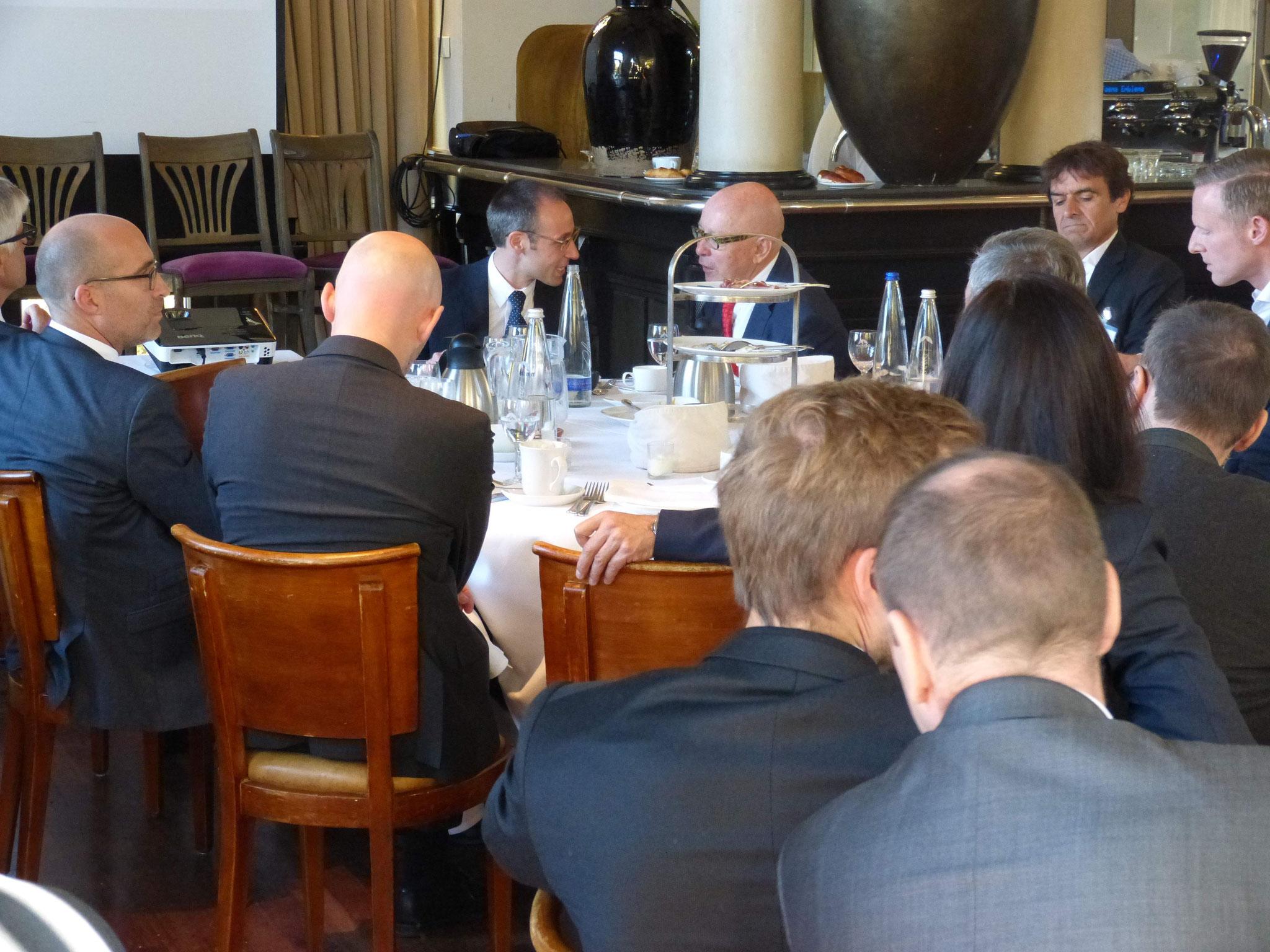 Jonas Eckhardt (Partner - Falkensteg GmbH) und Dr. Körner (BRSI Geschäftsführender Vorstand) im Gespräch