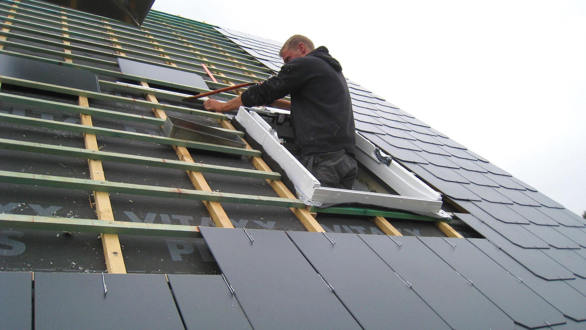 Placement de l'encadrement de la fenêtre de toit Vélux