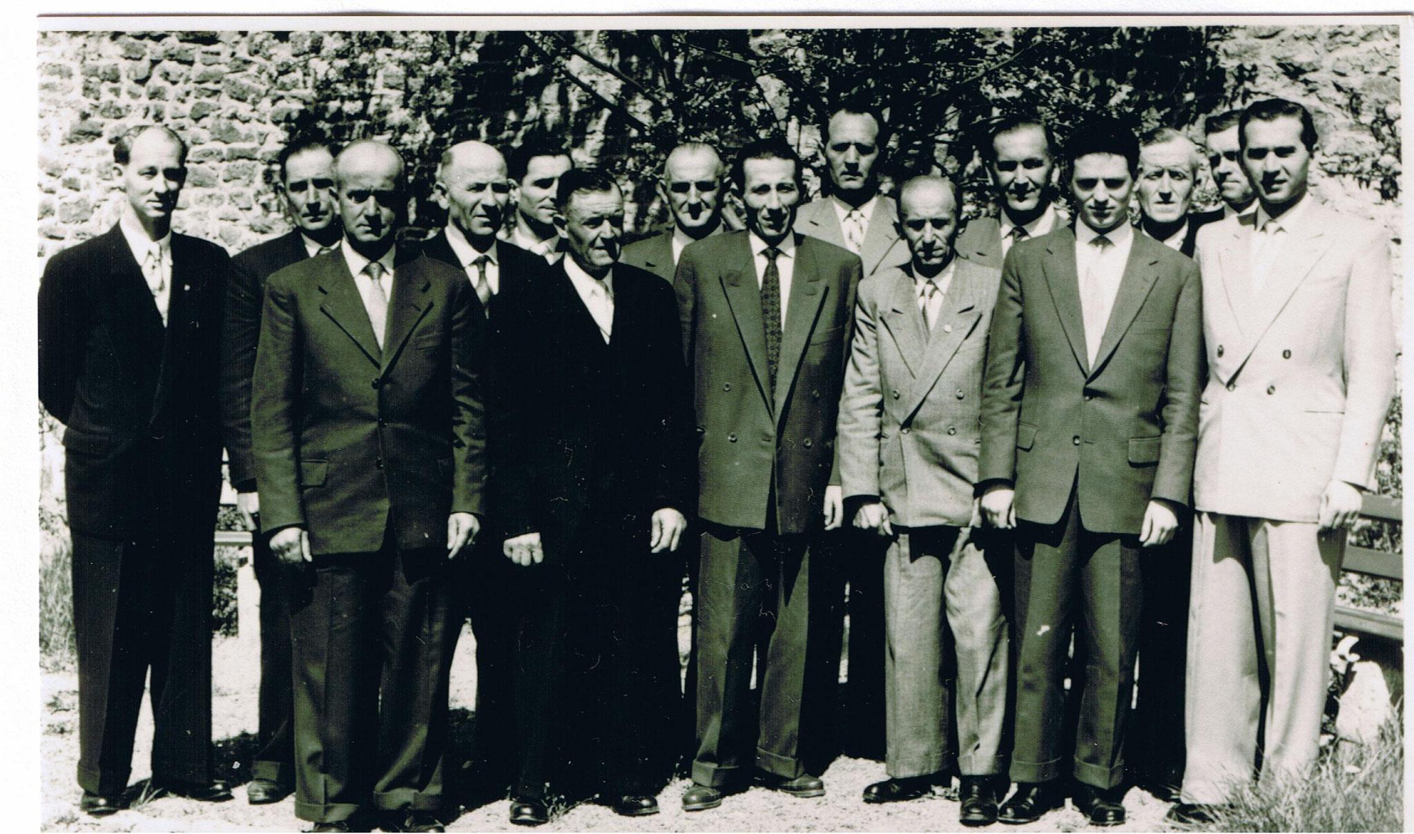 Gemeinderat mit Bürgermeister Theodor Bachmann (Bildmitte hinten), 1958