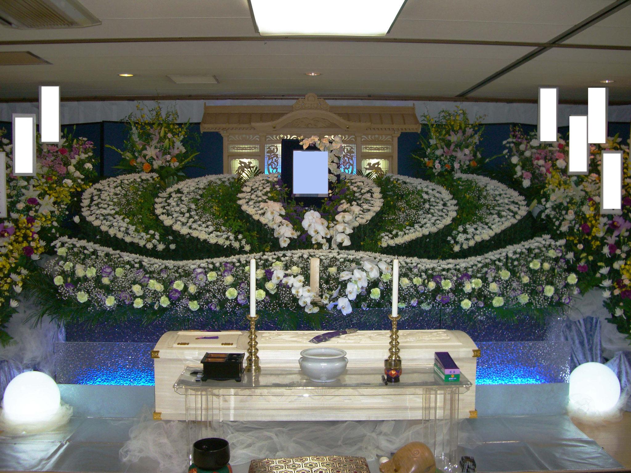 生花・彫刻祭壇