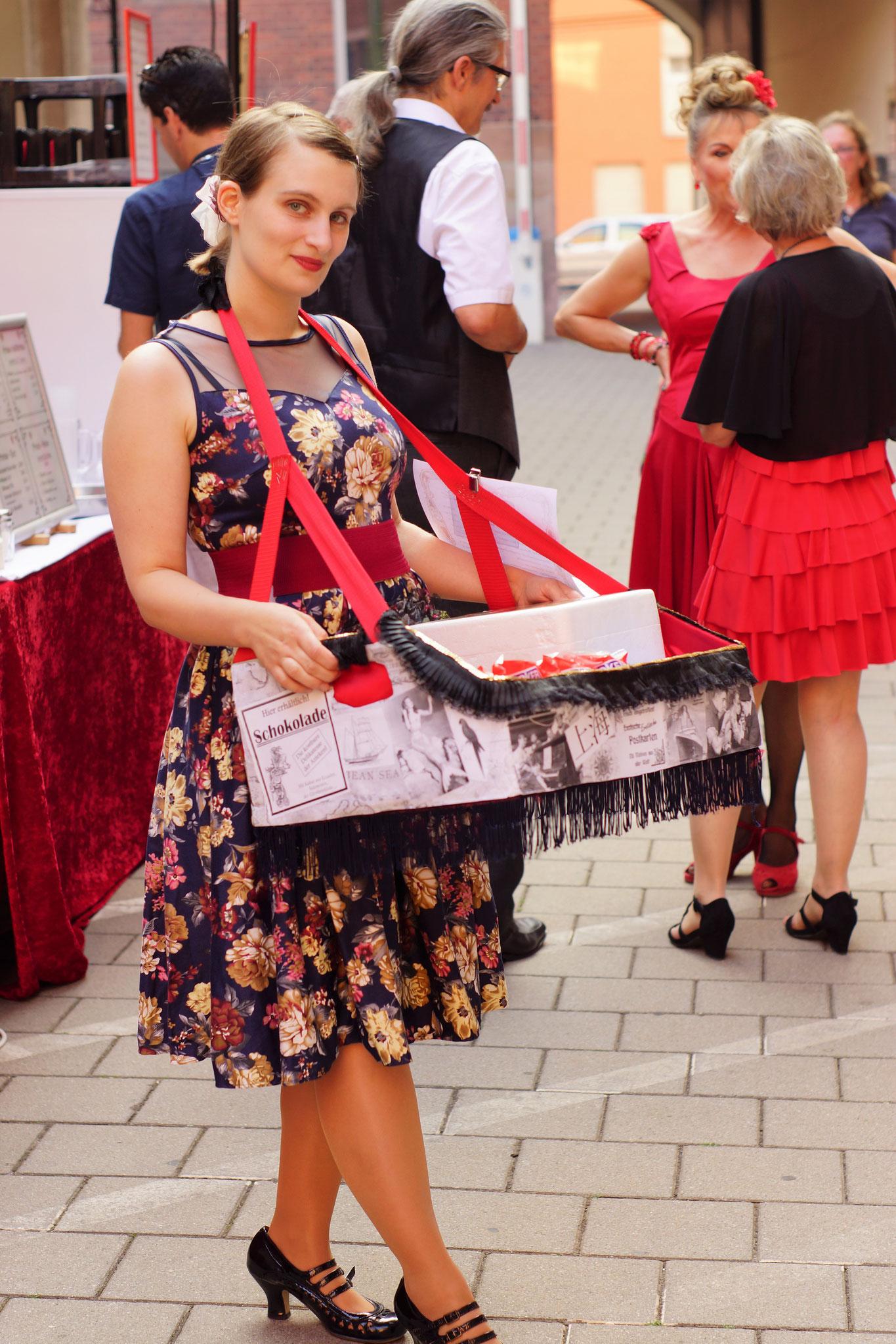 Bauchladenmädchen und Geschichtenerzählerin Franziska Baumann alias Kinky Minsky