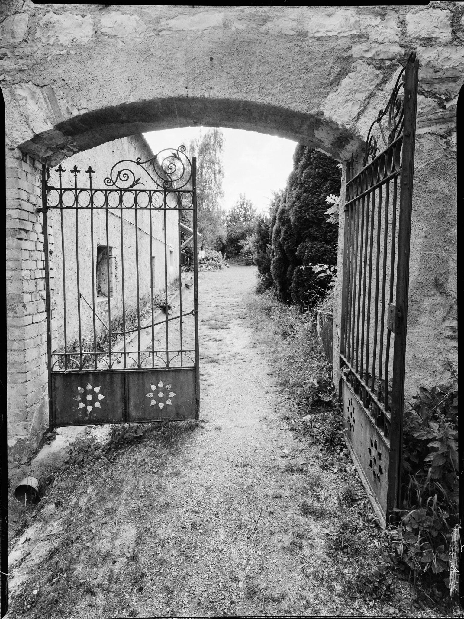 Babblfisch: Osteingang zum Klostergarten in Inzigkofen. Ergebnis des 1. Einsatzes des Reprostativs von Vielpixel