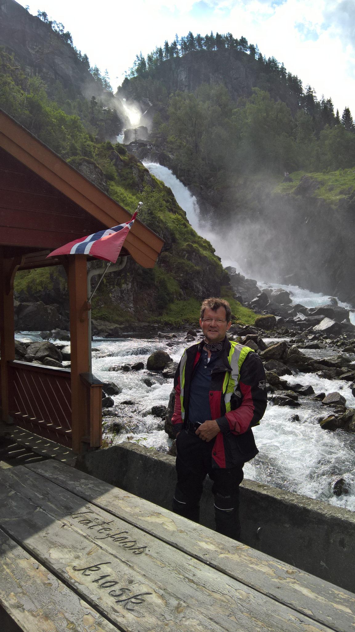 Latefoss, unser erster Wasserfall,  kurz vor Odda