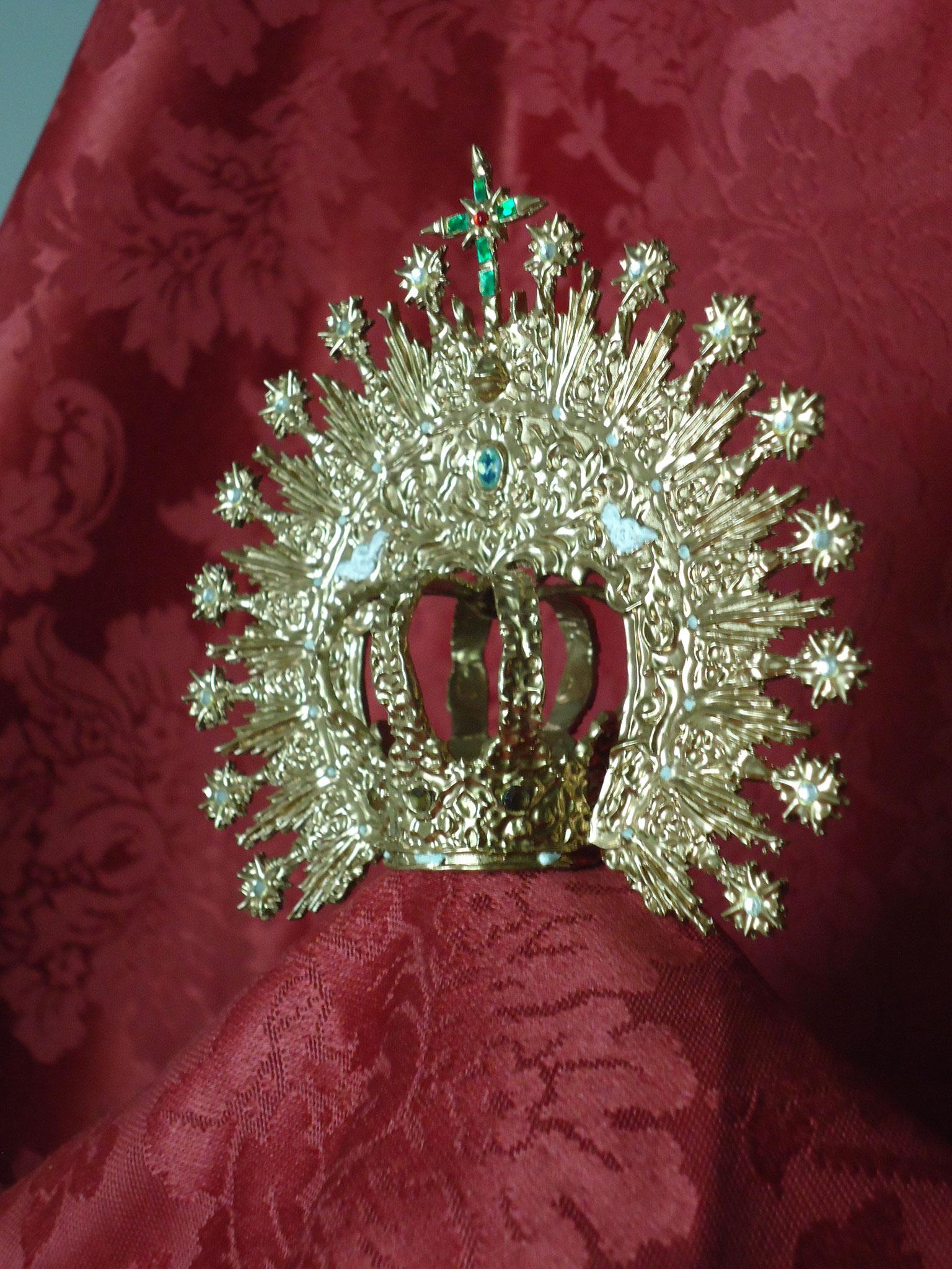 Corona Esperanza de Triana. Diámetro del canasto: 2 cm