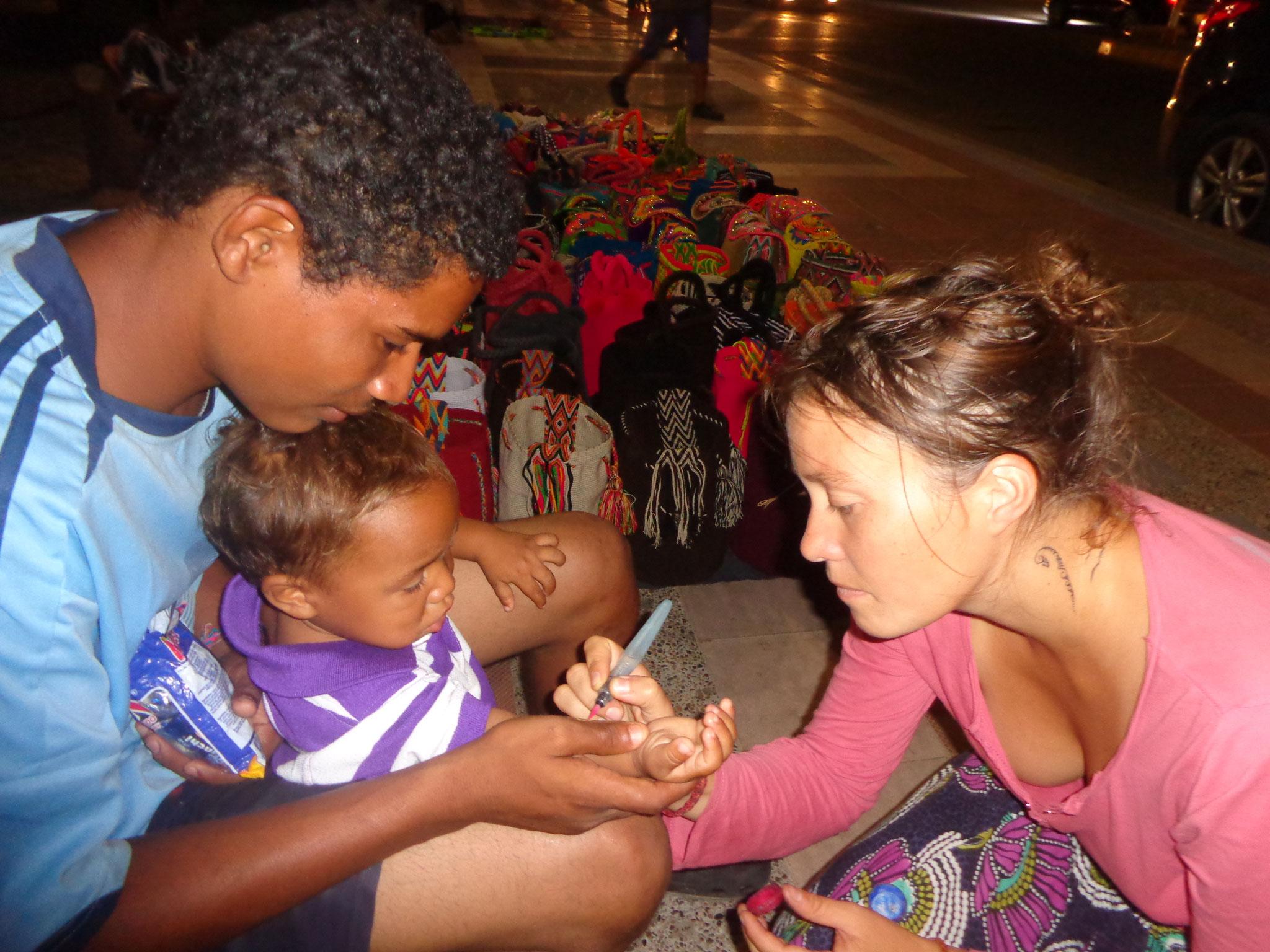 Maquillage aux petits colombiens