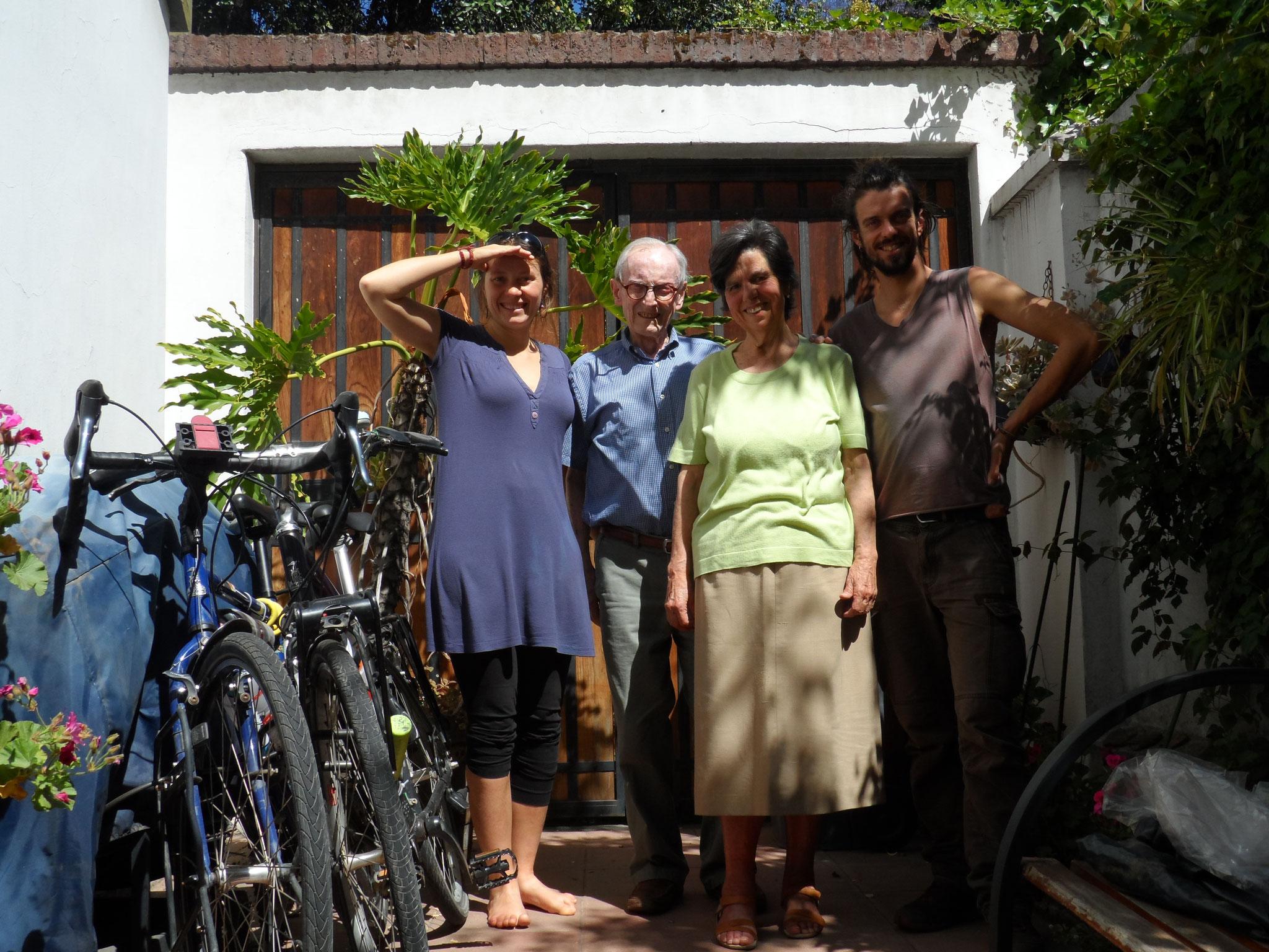 Les parents d'Adolfo qui ont gardé nos vélos à Santiago !