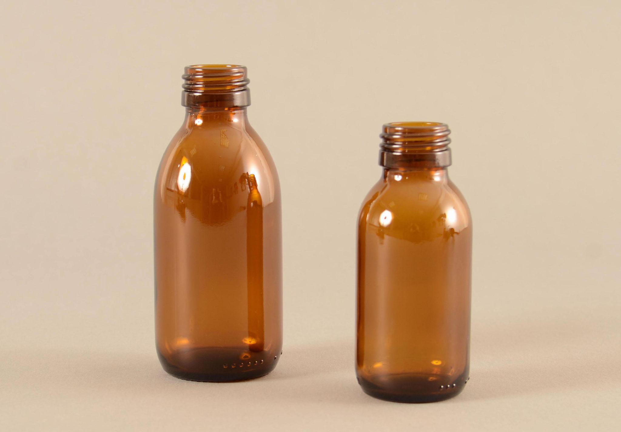 Aus dem TREFFPACK Glas Sortiment - Braunglas Sirupflasche