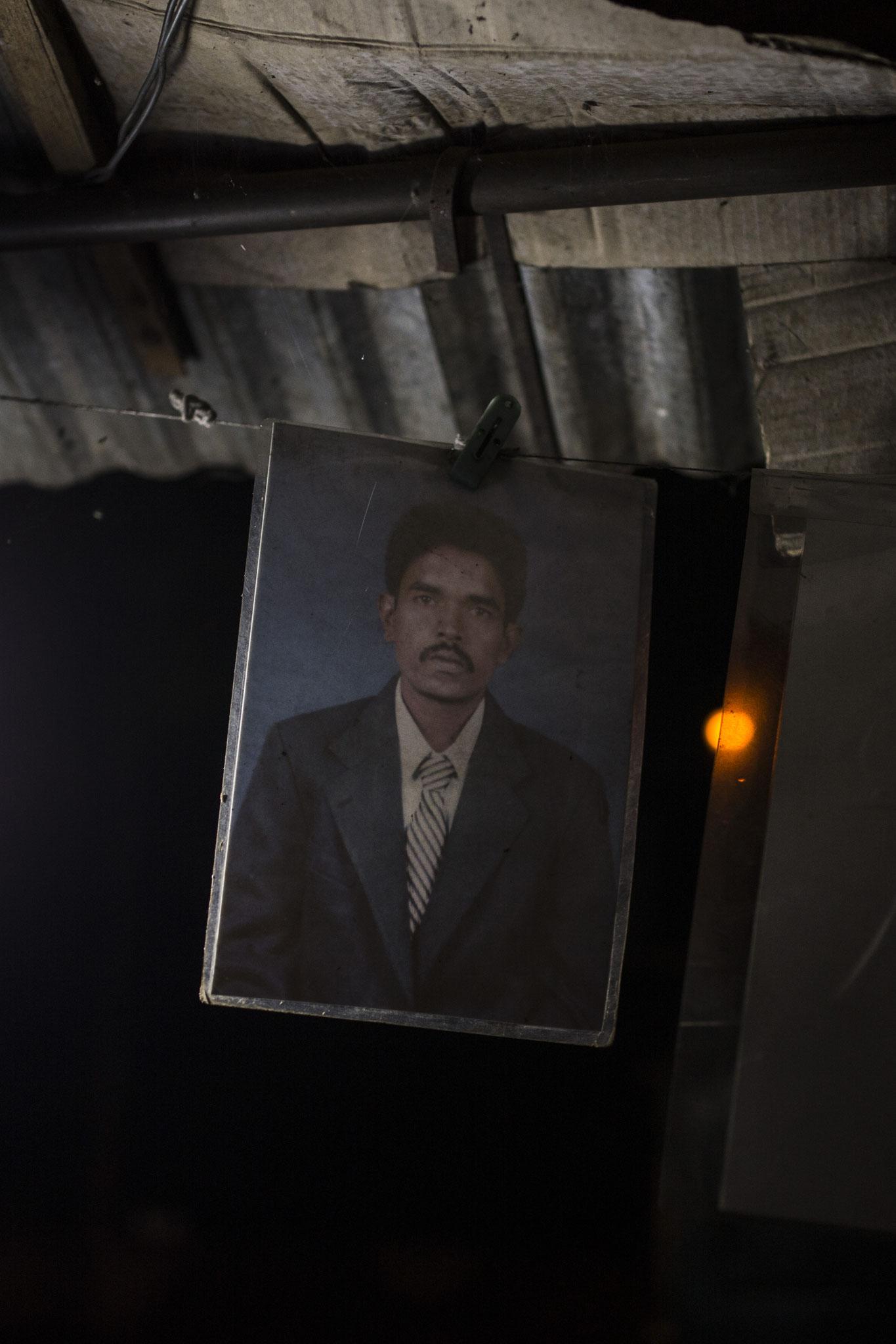 Überall im Protestcamp hängen Bilder von vermissten Personen. Vavuniya, 2018