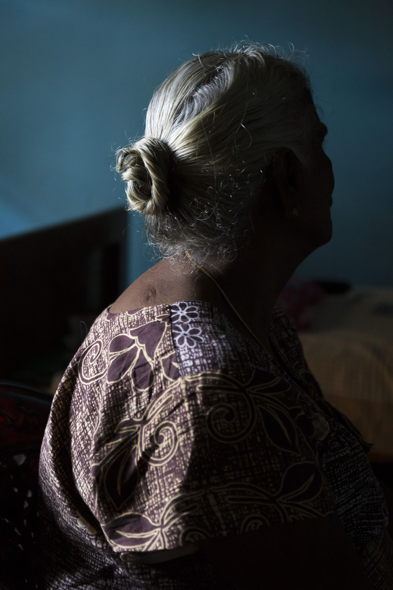 Amma zu Besuch bei ihrer Schwester, die in der Nachbarschaft wohnt. Mullaitivu, 2018