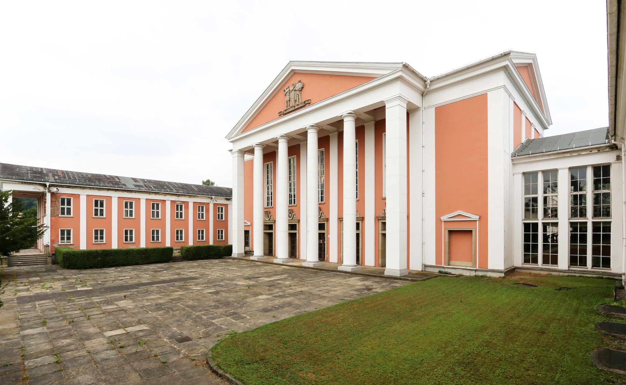 "Kulturpalast ""Johannes R. Becher"" Maxhütte-Unterwellenborn (1952-55)"