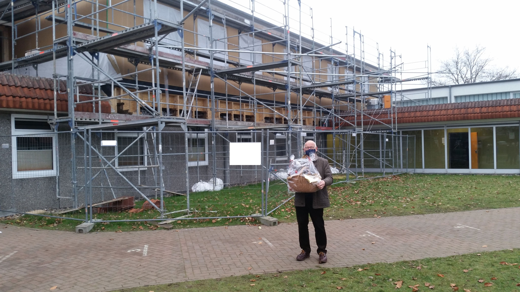 Herr Lentföhr vor seinem letzten großen Schulprojekt.