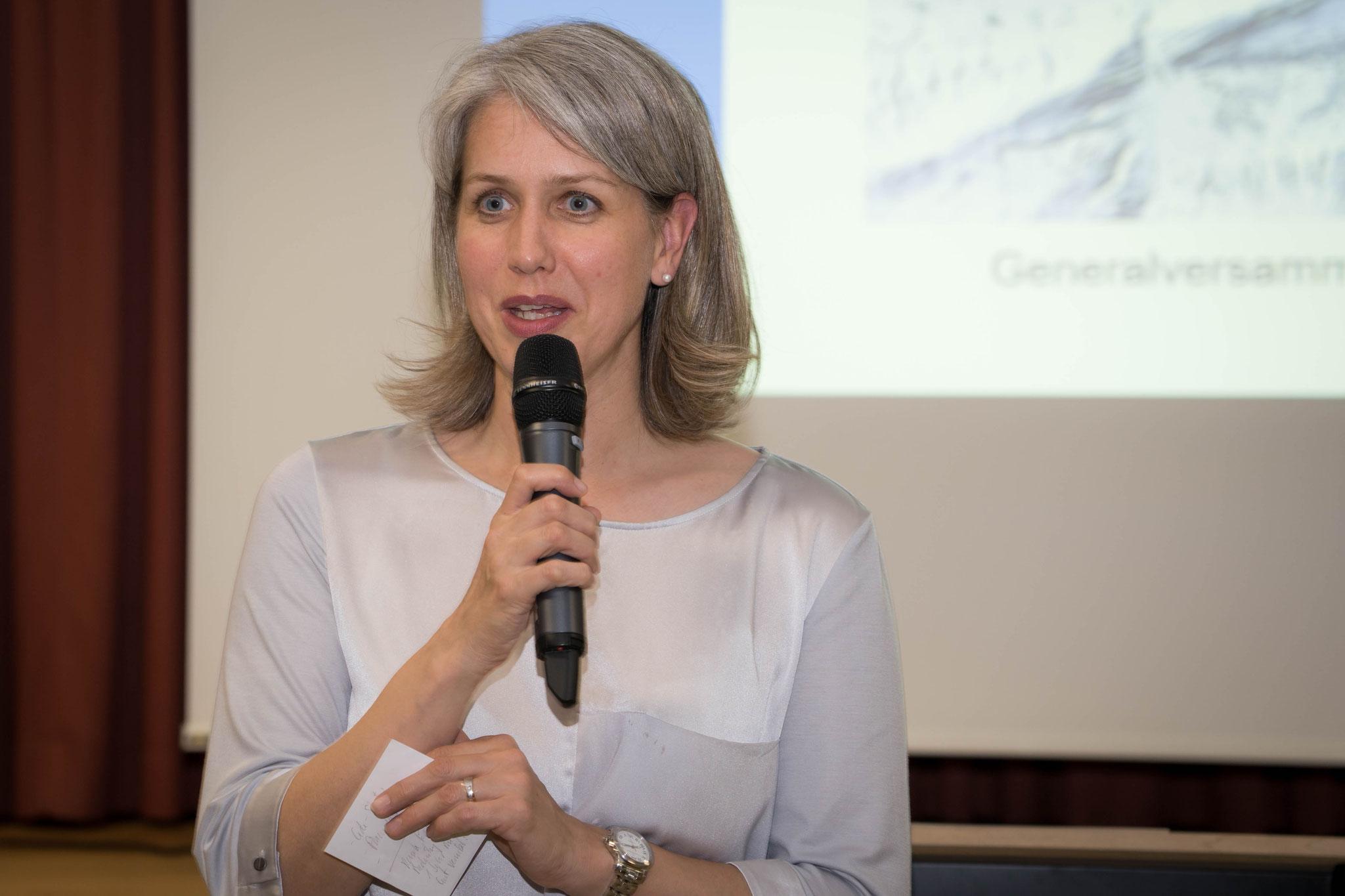 Stadträtin Franziska Bitzi überbringt die Grüsse aus dem Stadtrat ...