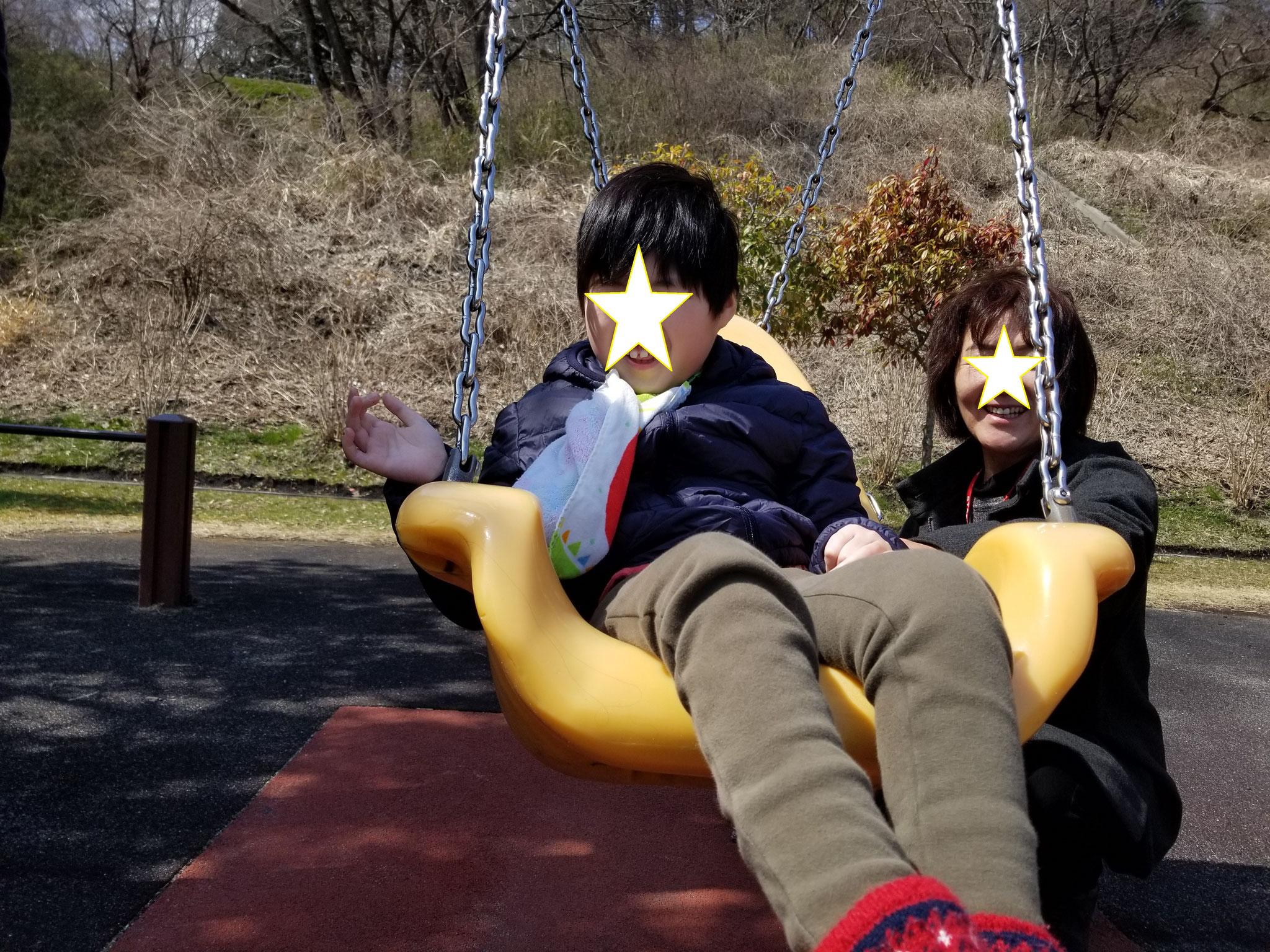 グランディ公園「とっぽんと座れるブランコ」