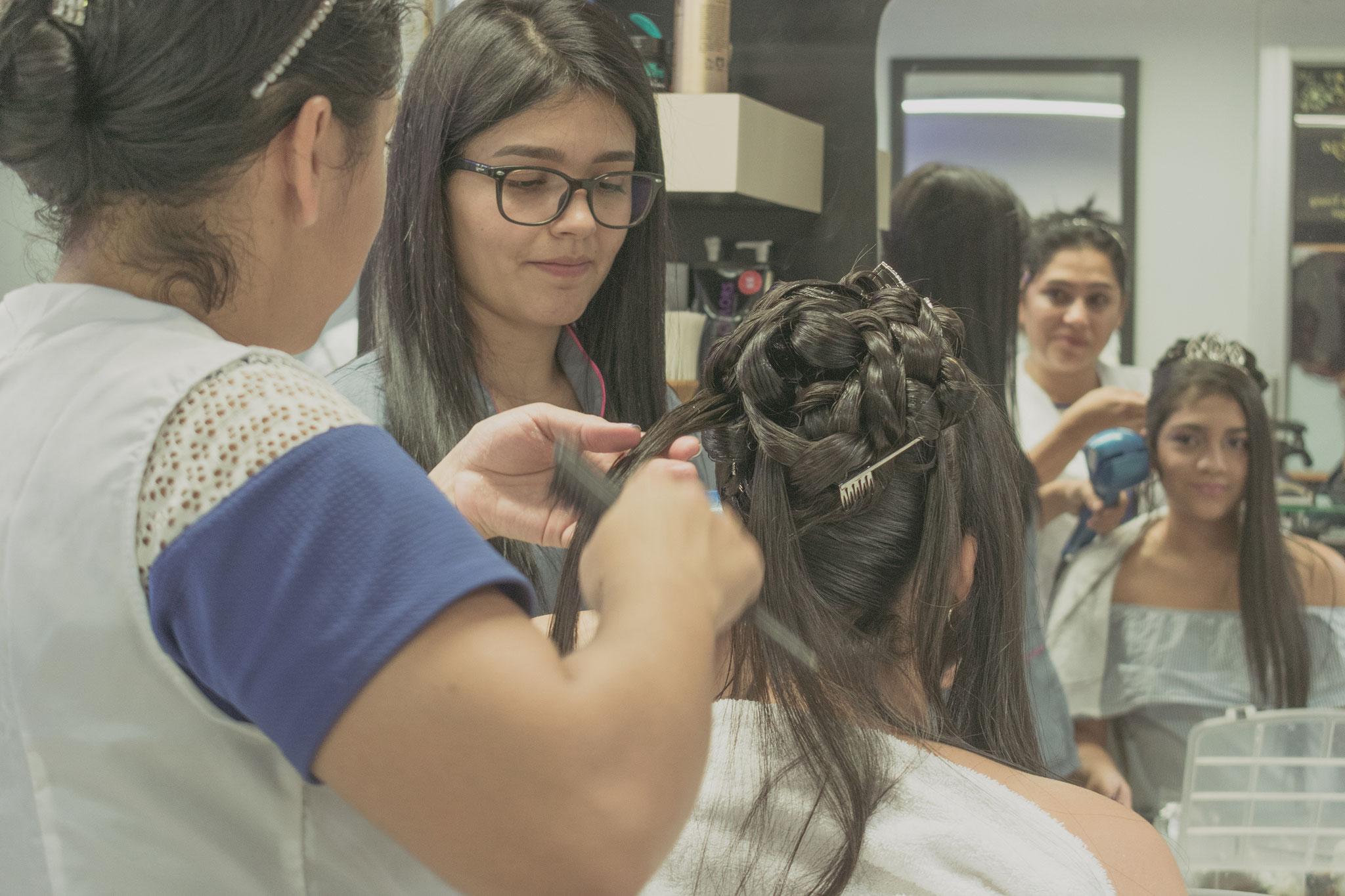 Maquillaje y peinado - Fotografía de quince años