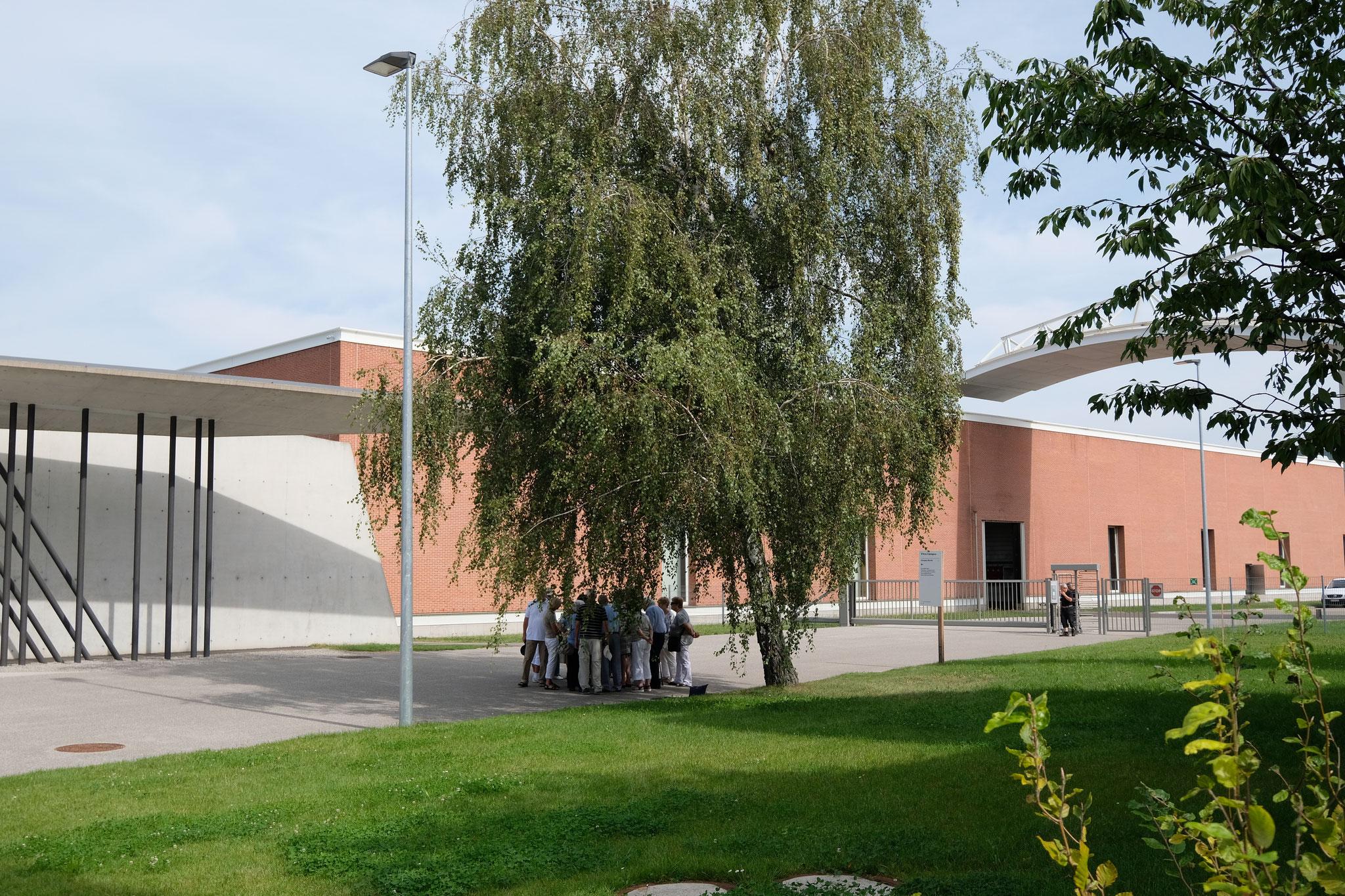 Vitra Campus in Weil am Rhein - Blick auf das Schaudepot, Architekten Herzog & de Meuron