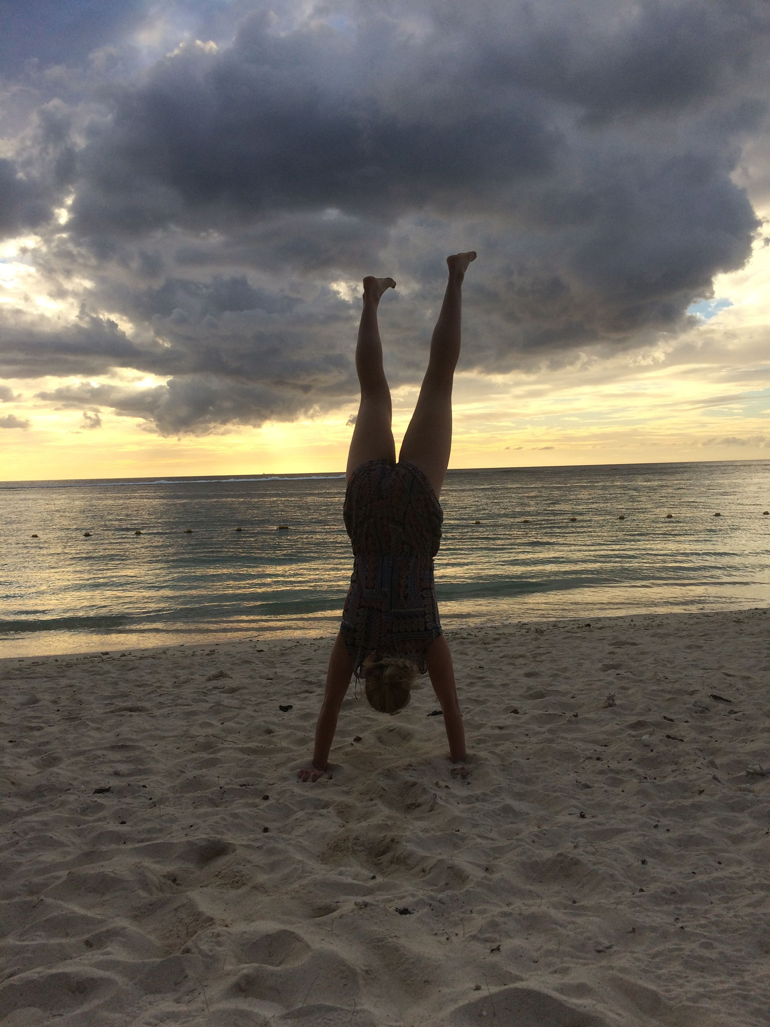 Handstand-Hannah on Tour!
