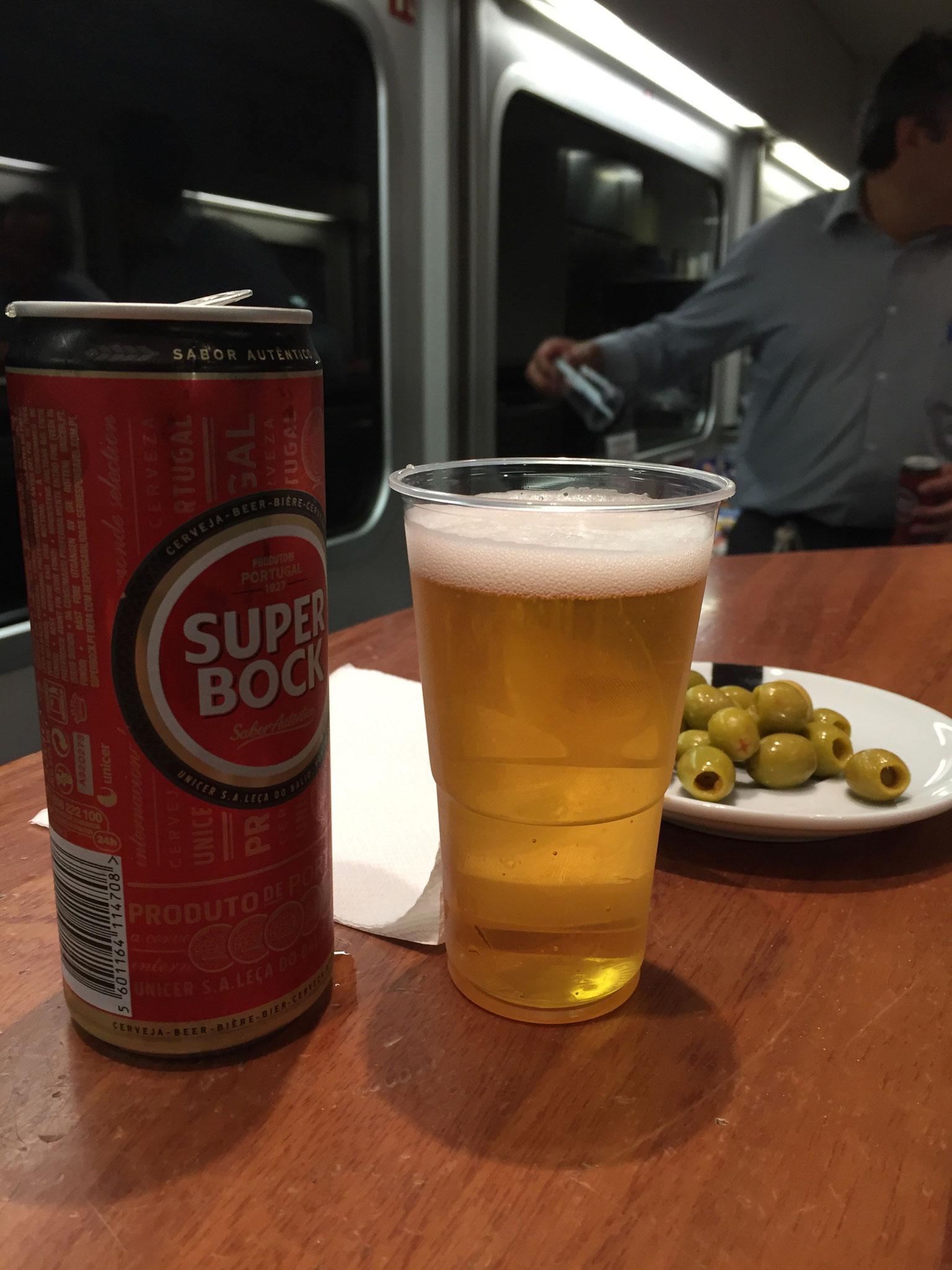 Superbock und Oliven