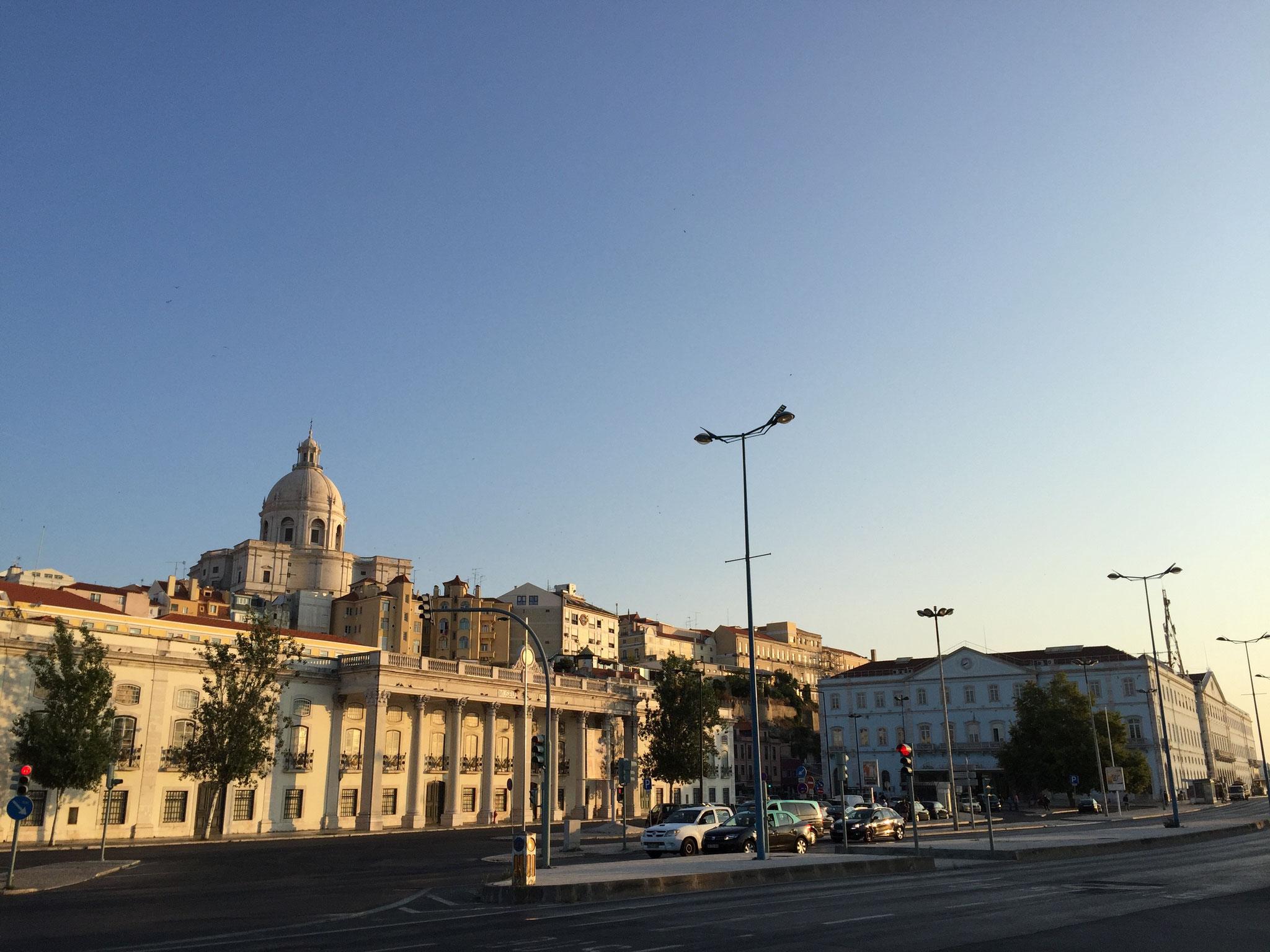 Der Tag beginnt wie gemalt in Lissabon
