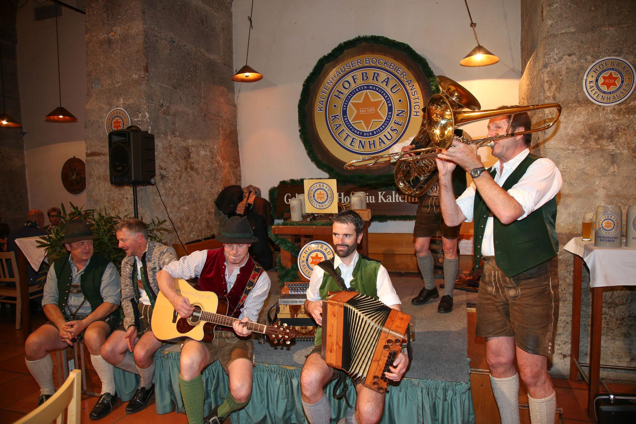 Mit zünftiger steirischer Musik wurde der Abend untermalt!